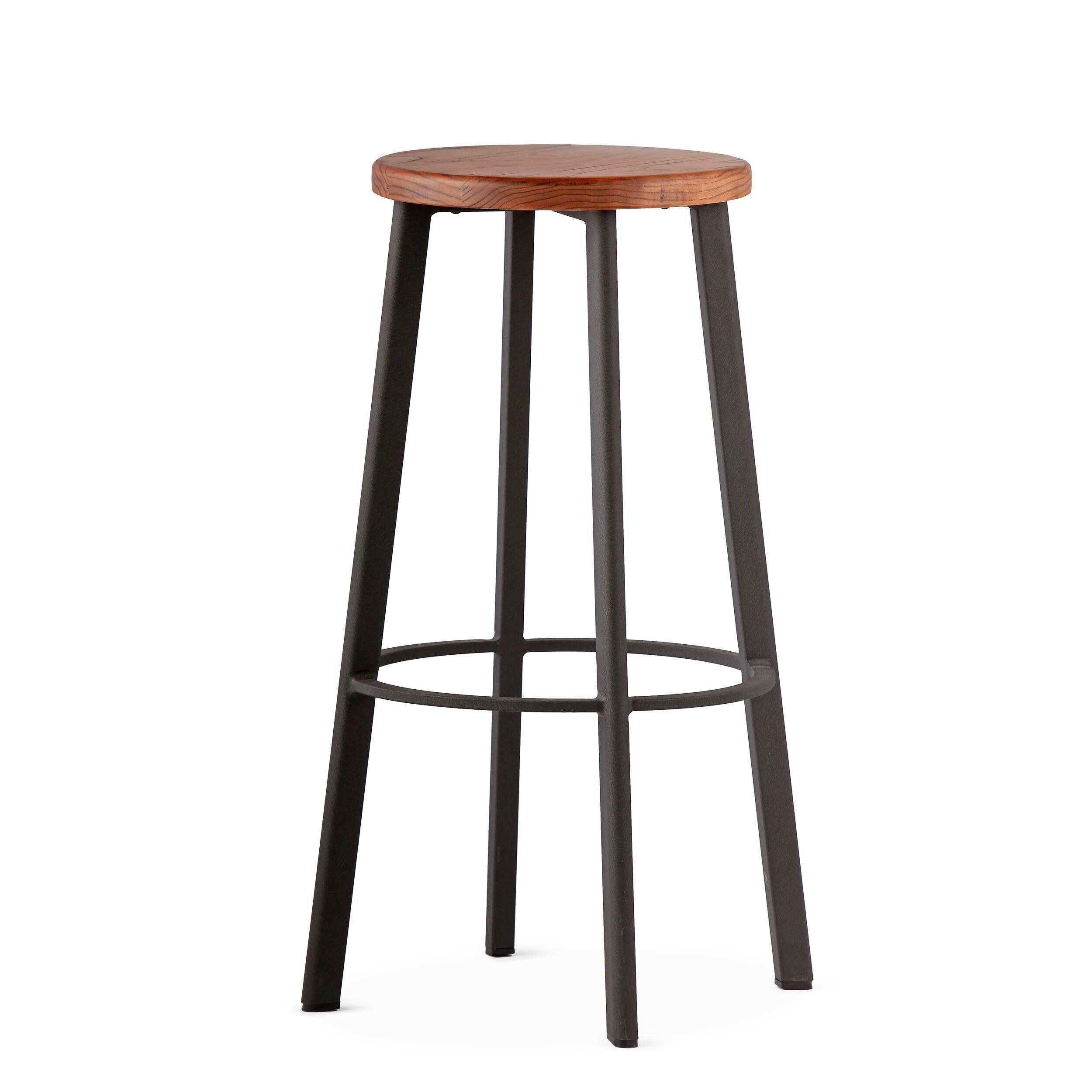 Барный стул StandardБарные<br>Барный стул Standard отлично подходит для создания кухни в нью-йоркском стиле. Французские панорамные окна с видом на город, красные кирпичные стены, мебель индустриального дизайна — все это характерные черты кухонь в «Большом яблоке». <br><br><br> Для дизайна интерьеров в этом стиле следует выбирать предметы мебели лаконичных форм и материалов, среди которых металл, дерево, камень. Массивные обеденные и барные столы всегда становятся центром композиции. Для таких интерьеров всегда присущи сдер...<br><br>stock: 0<br>Высота: 75<br>Диаметр: 40<br>Цвет ножек: Черный<br>Материал сидения: Массив ясеня<br>Цвет сидения: Темно-коричневый<br>Тип материала сидения: Дерево<br>Тип материала ножек: Сталь