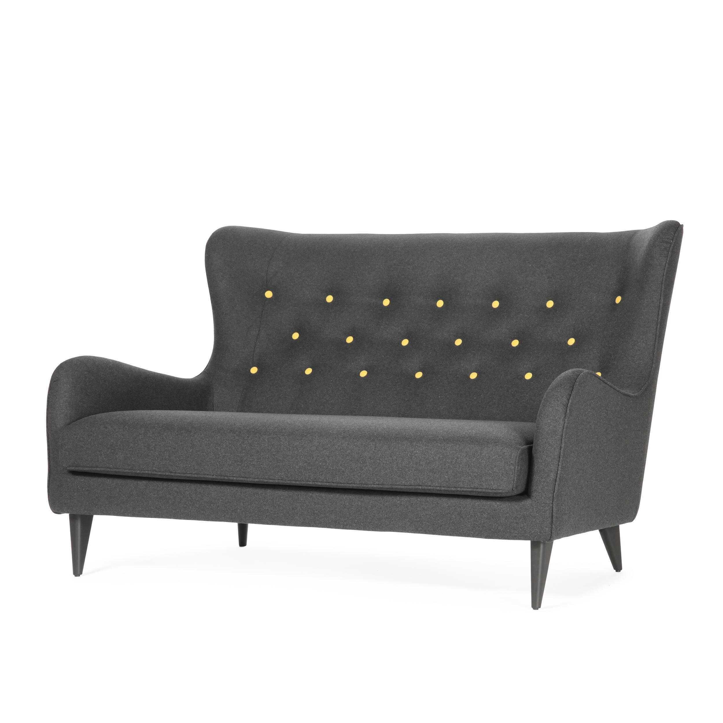 Диван PolaДвухместные<br>Дизайнерский яркий двухместный глубокий диван Pola (Пола) с кнопками от Sits (Ситс).<br><br><br> Дизайнеры компании Sits, чья мебель имеет выраженные шведские черты, не перестает радовать новыми моделями мягкой мебели. Изящные и невероятно удобные формы дивана Pola<br>помогут вам расслабиться и отдохнуть даже в самый разгар трудового дня. На выбор имеется большое количество вариантов цветового исполнения обивки кресла, благодаря чему вы легко подберете именно то, что лучше всего подойдет вашей ко...<br><br>stock: 3<br>Высота: 102<br>Высота сиденья: 45<br>Глубина: 98<br>Длина: 164<br>Цвет ножек: Черный<br>Материал обивки: Шерсть, Полиамид<br>Степень комфортности: Стандарт комфорт<br>Материал пуговиц: Шерсть, Полиамид<br>Цвет пуговиц: Желтый<br>Коллекция ткани: Категория ткани III<br>Тип материала обивки: Ткань<br>Тип материала ножек: Дерево<br>Цвет обивки: Темно-серый