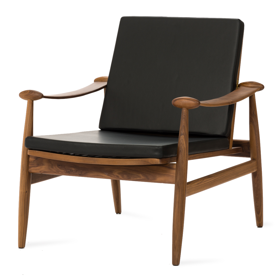 Кресло SpadeИнтерьерные<br>Дизайнерское легкое классическое кресло Spade (Спейд) с деревянным каркасом от Cosmo (Космо).<br><br><br> Кресло для отдыха с подлокотниками с простым и современным дизайном.<br><br><br> Кресло Spade первоначально было разработано в 1954 году. Это была первая работа Финна Юля, датского дизайнера, новатора своего времени. Настоящий датский шедевр ручной работы, предназначенный для массового производства. Кресло Spade создано по лекалам, в которые идеально вписывается человеческое тело, что делает кресл...<br><br>stock: 0<br>Высота: 79,5<br>Высота сиденья: 39<br>Ширина: 74<br>Глубина: 79<br>Материал каркаса: Массив ореха<br>Тип материала каркаса: Дерево<br>Коллекция ткани: Deluxe<br>Тип материала обивки: Кожа<br>Цвет обивки: Черный<br>Цвет каркаса: Орех американский