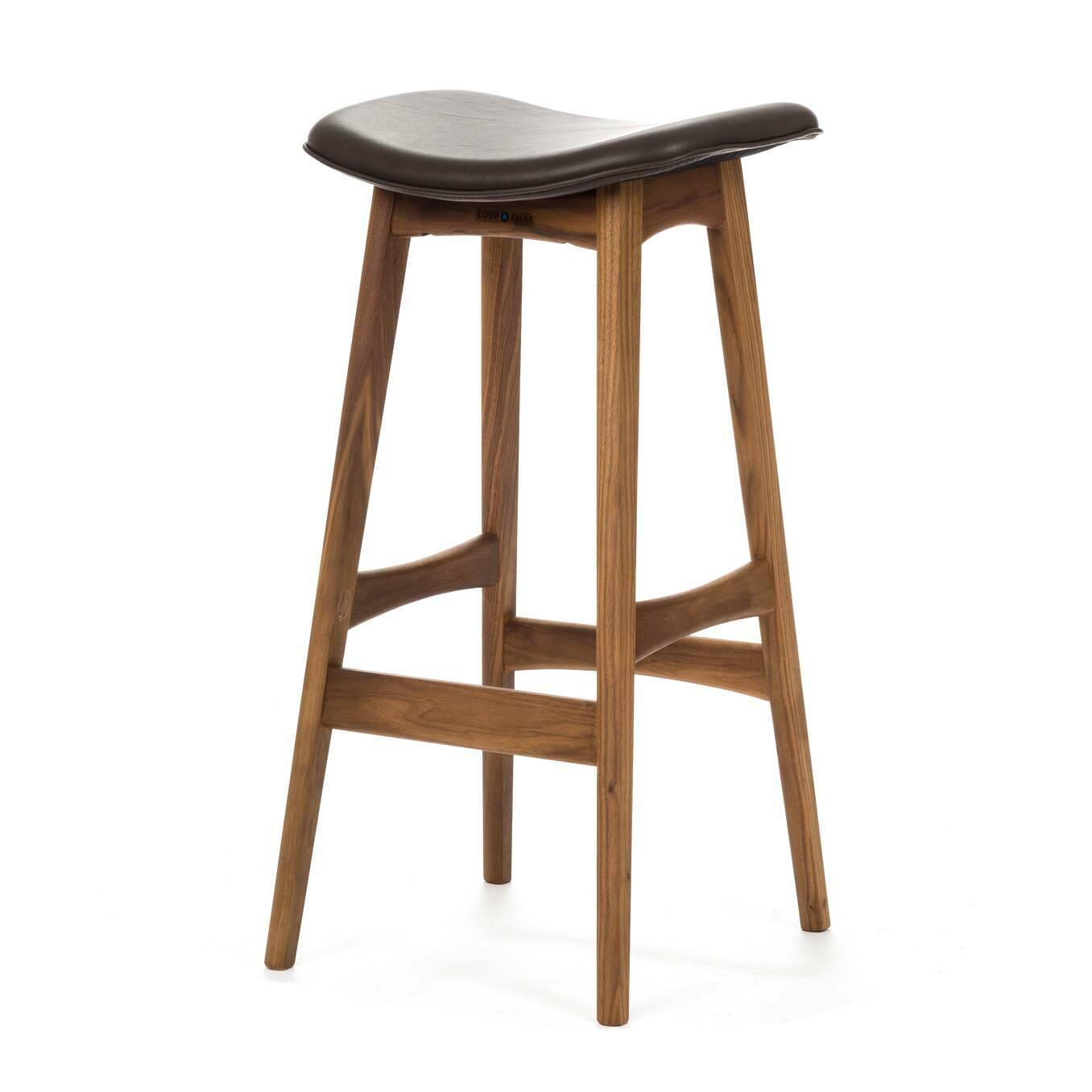 Барный стул Allegra высота 77Барные<br>Дизайнерский барный стул Allegra (Аллегра) на деревянном каркасе без спинки в различных цветах от Cosmo (Космо).Это универсальный стул для дома и частных заведений. Он отлично подойдет как для баров и ресторанов, так и для уютных гостиных и кухонь. Цвет натурального дерева и простота деталей делают его по-настоящему лаконичным, благодаря чему он прекрасно впишется в интерьеры различной стилевой направленности.<br> <br> Стройный силуэт оригинального барного стула Allegra высота 77 составляют прямы...<br><br>stock: 0<br>Высота: 76,5<br>Ширина: 40<br>Глубина: 38,5<br>Цвет ножек: Орех<br>Материал ножек: Массив ореха<br>Цвет сидения: Шоколадно-коричневый<br>Тип материала сидения: Кожа<br>Тип материала ножек: Дерево