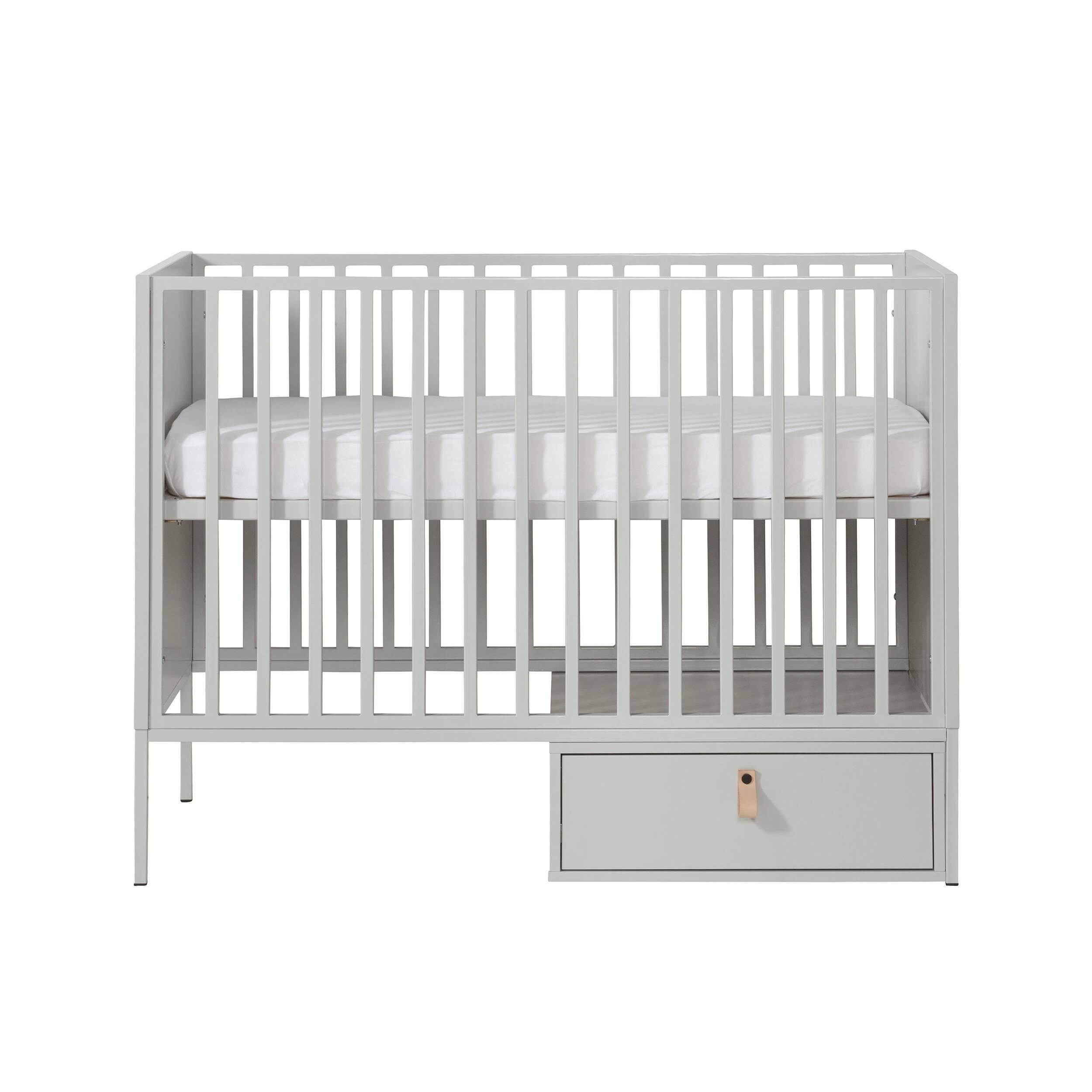 Детская кровать Amy, 60х120, без ящикаМебель для детей<br><br><br>stock: 0<br>Высота: 93<br>Ширина: 65<br>Длина: 125<br>Цвет ножек: Серый<br>Материал каркаса: ДСП<br>Материал ножек: Металл<br>Цвет каркаса: Серый