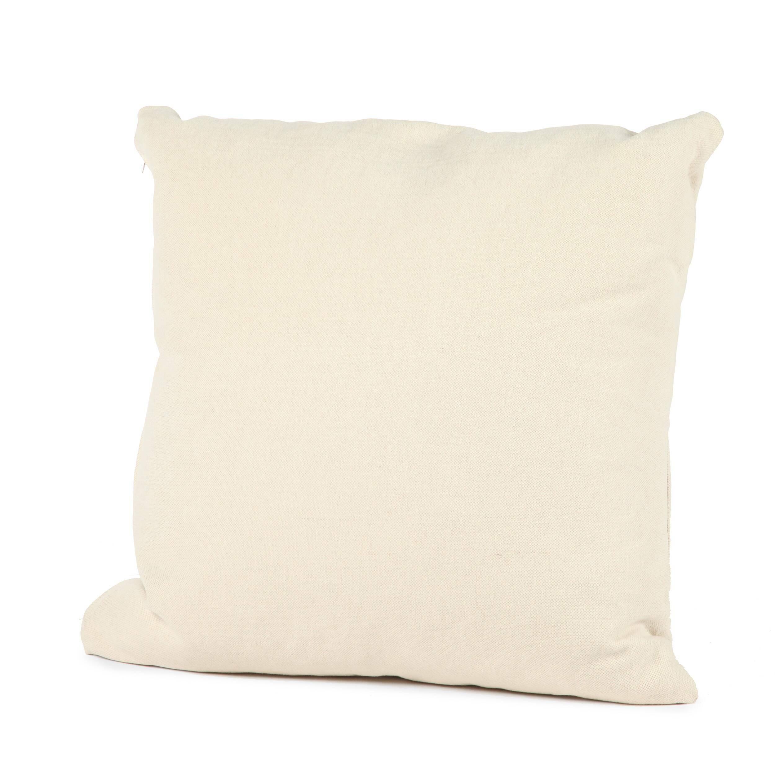 Подушка CarlosДекоративные подушки<br>Дизайнерская тканевая мягкая подушка Carlos (Карлос) от Sits (Ситс).<br><br> Для людей, которые ценят максимальный комфорт и удобство в интерьере, диванные декоративные подушки имеют особое значение. Это и украшение интерьера, и отличный отдых, ведь такие подушки можно использовать практически везде. Они годятся даже для посиделок на полу во время девичников или пижамных вечеринок, где таким предметам интерьера будут рады абсолютно все.<br><br><br> Оригинальная подушка Carlos имеет небольшие размеры, ...<br><br>stock: 0<br>Ширина: 55<br>Материал: Ткань<br>Цвет: Светло-бежевый<br>Длина: 55