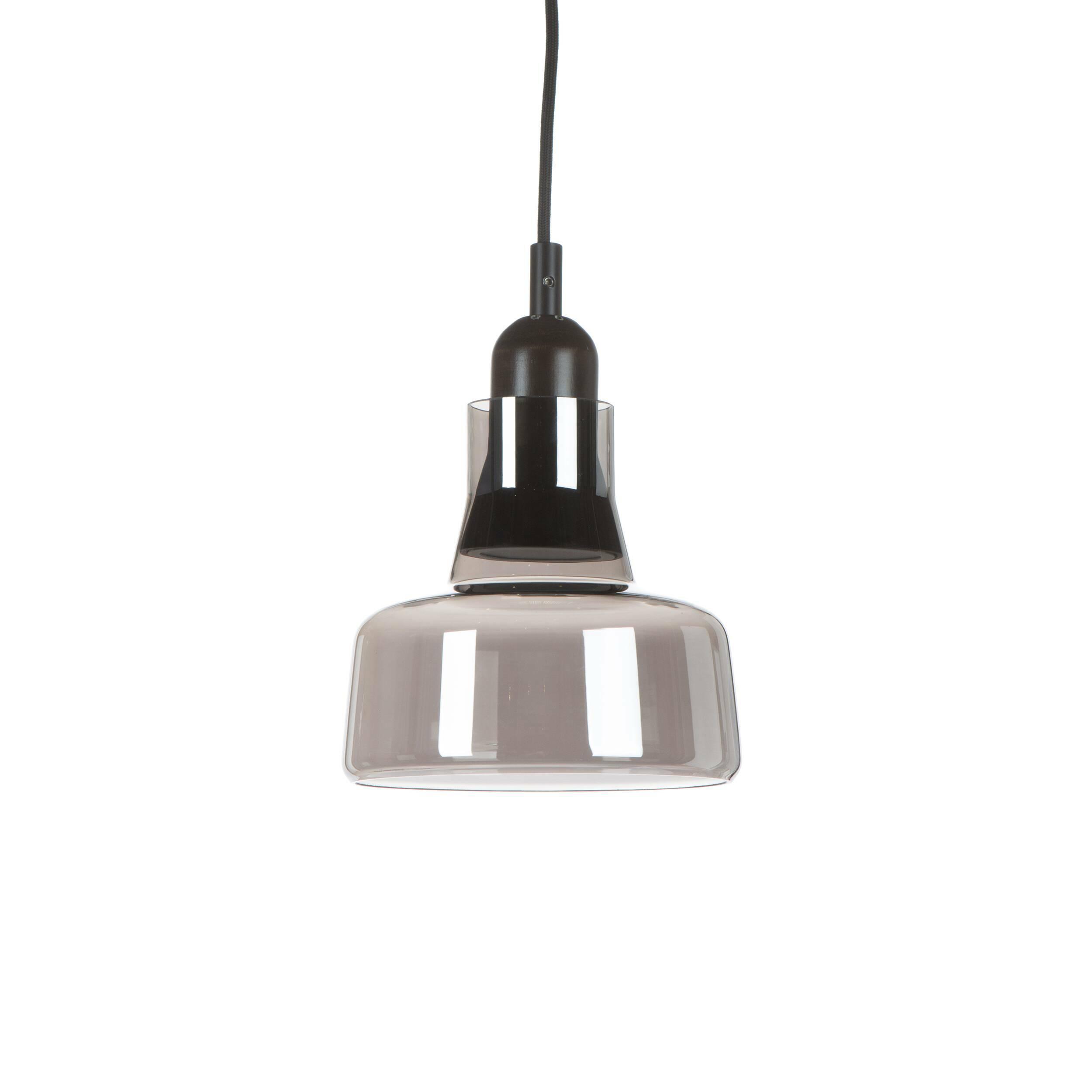 Подвесной светильник Verre диаметр 19Подвесные<br>Подвесной светильник Verre диаметр 19 составляет отличную композицию с другими светильниками из той же коллекции. Благодаря единой стилистике они прекрасно подходят для декорирования одного помещения. <br> <br> Из-за своей формы и материалов, они идеальны для помещений в стиле лофт. Лучше всего светильники серии Verre подойдут для оформления интерьера кухни. Крупный светильник Verre — подходящий вариант лампы для обеденной зоны, в то время как небольшие придутся кстати для размещения над кухонной...<br><br>stock: 0<br>Высота: 150<br>Диаметр: 19<br>Количество ламп: 1<br>Материал абажура: Стекло<br>Материал арматуры: Дерево<br>Мощность лампы: 4<br>Ламп в комплекте: Нет<br>Напряжение: 220<br>Тип лампы/цоколь: LED<br>Цвет абажура: Серый
