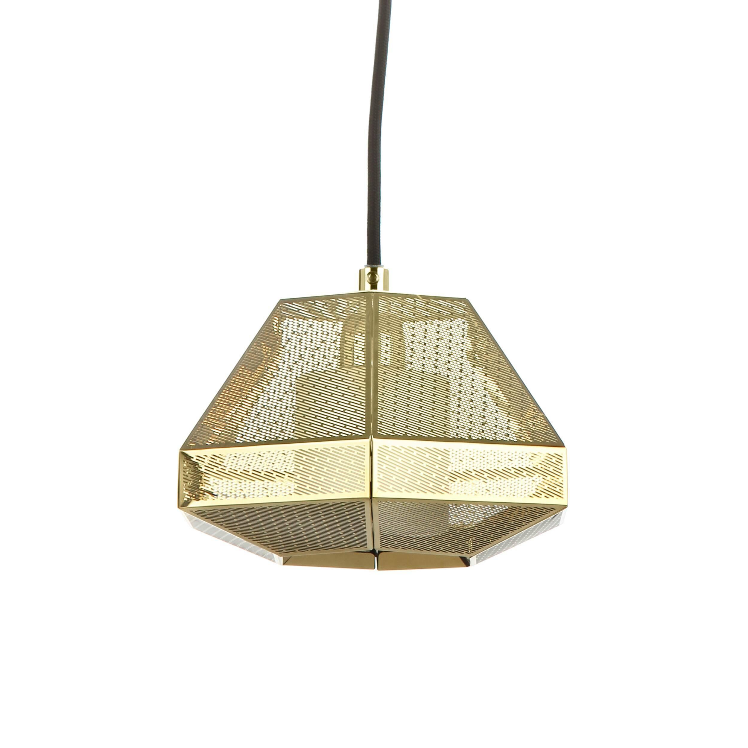 Подвесной светильник Elliot высота 13 диаметр 20Подвесные<br>Элегантный подвесной светильник Elliot высота 13 диаметр 20<br>— это стильный подвесной источник света, абажур которого выполнен в популярном индустриальном стиле. Дизайн светильника будто взят прямиком из новомодных фильмов о космических кораблях. Элементы этого направления также встречаются и в лофт-интерьерах, поскольку для них нередко характерен промышленный дизайн со всей его грубоватой простотой. <br> <br> Абажур подвесного светильника Elliot высота 13 диаметр 20 <br>представляет собой граненый...<br><br>stock: 0<br>Высота: 13<br>Диаметр: 20<br>Длина провода: 160<br>Количество ламп: 1<br>Материал абажура: Нержавеющая сталь<br>Мощность лампы: 25<br>Ламп в комплекте: Нет<br>Напряжение: 220<br>Тип лампы/цоколь: G9<br>Цвет абажура: Золотой