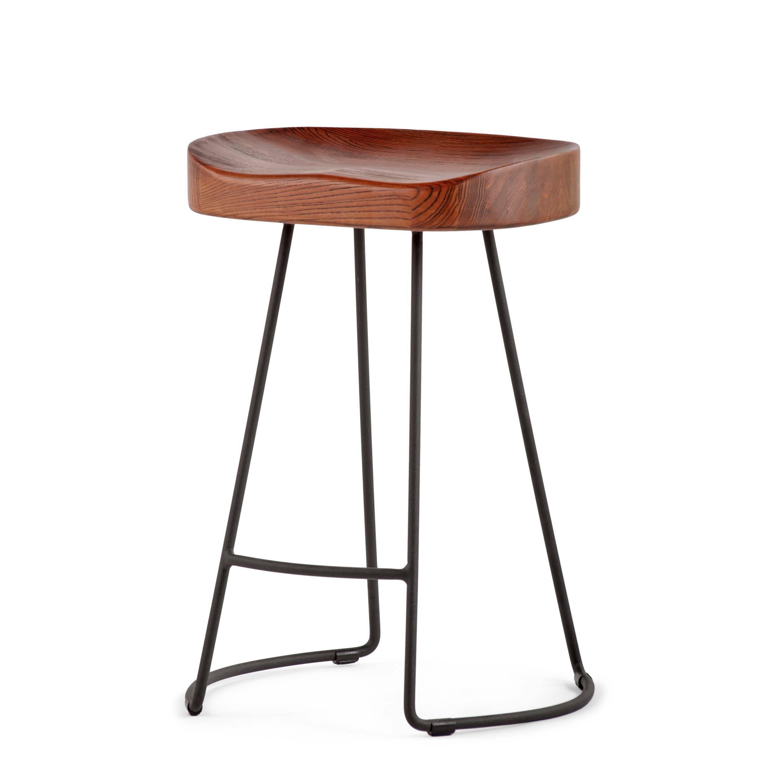 Полубарный стул RogerПолубарные<br>Присядьте на полубарный стул Roger и испытайте на себе высокий уровень комфорта. Стильный полубарный стул Roger от компании Cosmo выполнен в стилистике гранж. Натуральная текстура темного дерева, блеск металлических ножек делают стул привлекательным, но при этом сдержанным. Этот стул относится к той категории мебели, которая становится со временем только краше. Любые потертости или другие механические повреждения внесут особый шарм в общий облик изделия.<br> <br> На ножках стула, которые для обще...<br><br>stock: 0<br>Высота: 62,5<br>Ширина: 45,5<br>Глубина: 41<br>Тип материала каркаса: Сталь<br>Материал сидения: Массив ореха<br>Цвет сидения: Орех<br>Тип материала сидения: Дерево<br>Цвет каркаса: Чёрный гофрированый