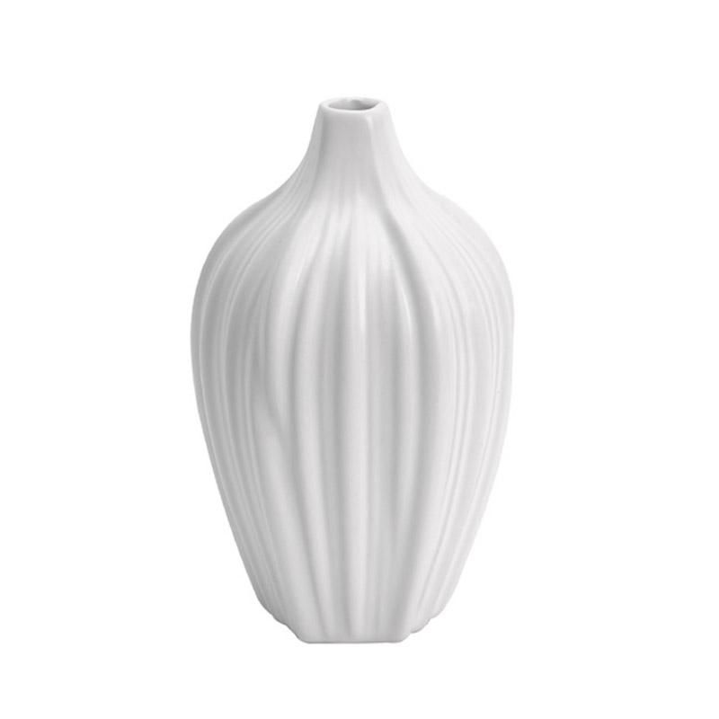 Ваза ATHENE (40170570)Вазы<br>Артикул: 40170570. Миниатюрная ваза ATHENE подобно толстому стеблю обволакивает нежные растения, привнося в современное пространство гармонию природы. Ее матовая керамическая поверхность, испещренная множеством рельефных прожилок, так и просит прикосновения ваших рук. Белый цвет декора помогает ему сливаться с поверхностью подоконника, стола или стеллажа в тон, будто вырастая из нее, это выглядит эффектно и эмоционально. Украсьте вазу одиночным цветком, небольшой композицией из сухоцвета или ...<br><br>stock: 6<br>Высота: 13.5<br>Ширина: 7.5<br>Материал: Керамика<br>Цвет: Белый<br>Размер: 13.5 x 7.5 x 7.5<br>Длина: 7.5<br>Страна происхождения: Норвегия