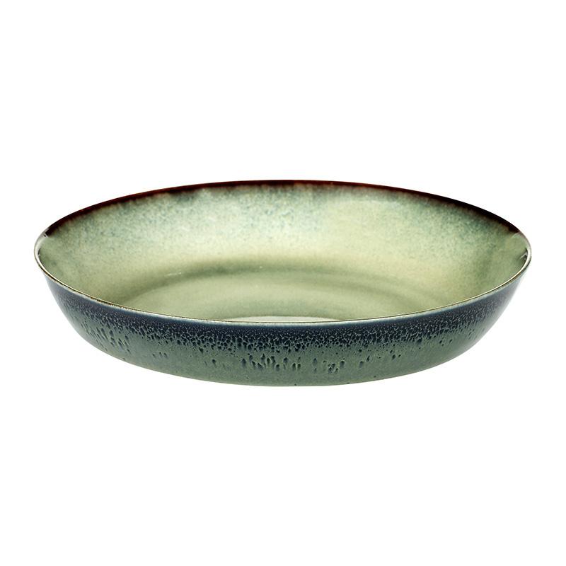 Блюдо TERRES DE REVES (B5116138)Посуда<br>Артикул: B5116138. Вы привыкли окружать себя только качественными коллекционными вещами? Тогда имеет смысл продолжить эту хорошую традицию и в посуде, купив блюдо TERRES DE REVES. Дизайнер ANITA LE GRELLE воплотила в нем модные веяния последних лет, которые заключаются в использовании «живого» неоднородного покрытия, насыщенных природных цветов и натуральных материалов. Темный контур по краю блюда выглядит так, будто керамику обжигали. Дизайн: Serax, Бельгия.<br><br>stock: 6<br>Высота: 3<br>Материал: Керамика<br>Цвет: Зеленый<br>Размер: None<br>Диаметр: 17<br>Страна происхождения: Бельгия