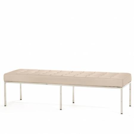 Скамья Florence кожаная ширина 154Скамьи и лавочки<br>Универсальная коллекция Florence включает в себя кресло для отдыха, диван, двухместную и трехместную скамью. Как и многие инновационные проекты, ставшие для мебельной промышленности золотым стандартом, скамья Florence характеризуется объективным перфекционизмом современного дизайна середины XX столетия и архитектуры.<br><br><br> Скамья Florence кожаная ширина 154 состоит из отличных, индивидуально сшитых квадратов обивки, приложенной к хромированной стальной конструкции. У скамьи Florence есть ...<br><br>stock: 0<br>Высота: 43<br>Ширина: 153,5<br>Глубина: 50,5<br>Цвет ножек: Хром<br>Цвет сидения: Бежевый<br>Тип материала сидения: Кожа<br>Тип материала ножек: Сталь нержавеющая