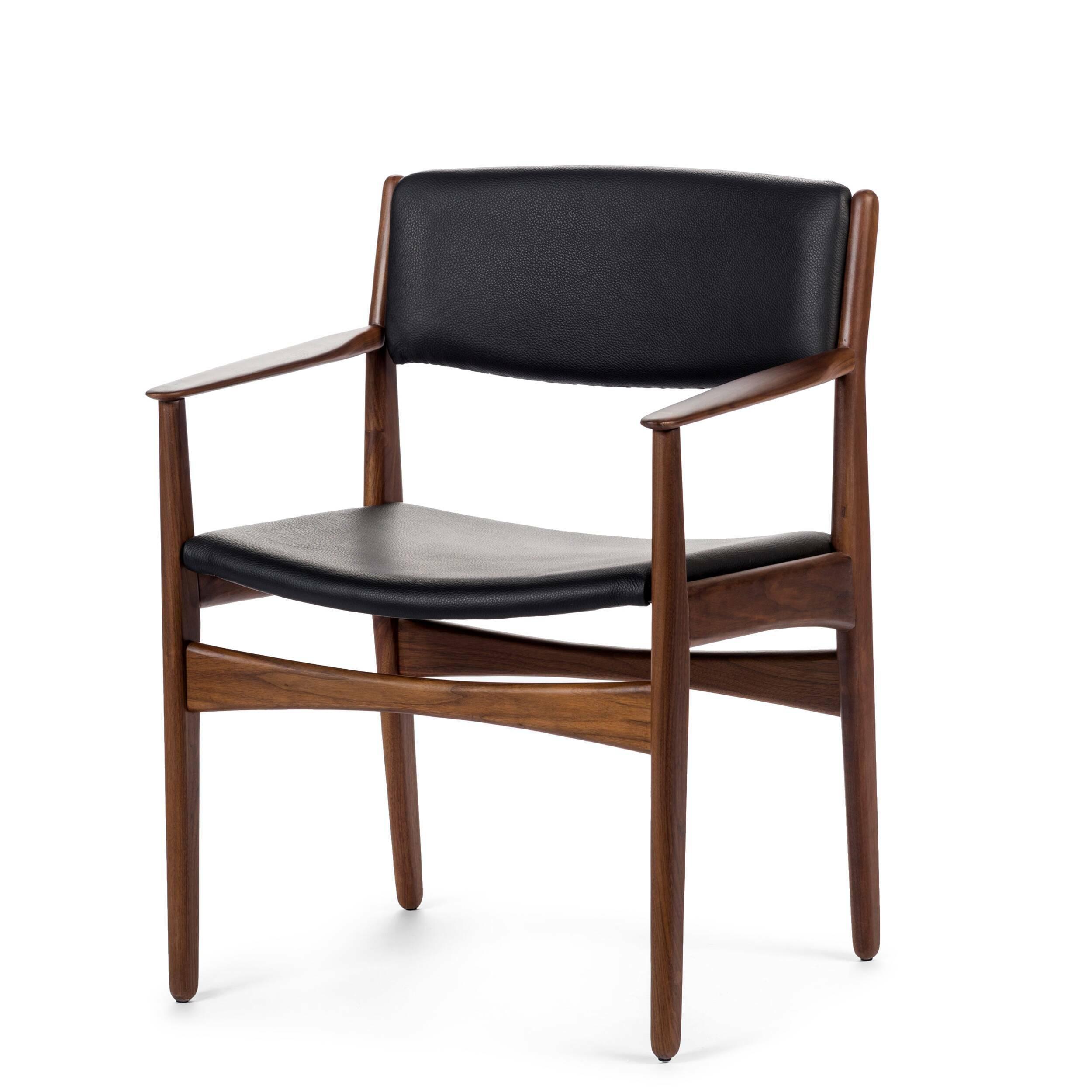 Стул Danish ChairИнтерьерные<br>Дизайнерский стул Danish Chair (Даниш Чейр) из дерева обычной формы с мягким сиденьем и спинкой от Cosmo (Космо).<br><br>Неудивительно, что стиль, в котором создан стул Danish Chair, — датский (скандинавский) модерн. С момента своего появления стиль плотно вошел в обиход дизайнеров того времени и постепенно превратился в почитаемую классику не только в северных странах, но и в Азии и в Америке. Дизайнеры, создающие оригинальную мебель в этом стиле, отдают предпочтение экоматериалам и мягкому со...<br><br>stock: 0<br>Высота: 79<br>Высота сиденья: 43,5<br>Ширина: 60,5<br>Глубина: 54,5<br>Материал каркаса: Массив ореха<br>Тип материала каркаса: Дерево<br>Цвет сидения: Черный<br>Тип материала сидения: Кожа<br>Коллекция ткани: Deluxe<br>Цвет каркаса: Орех