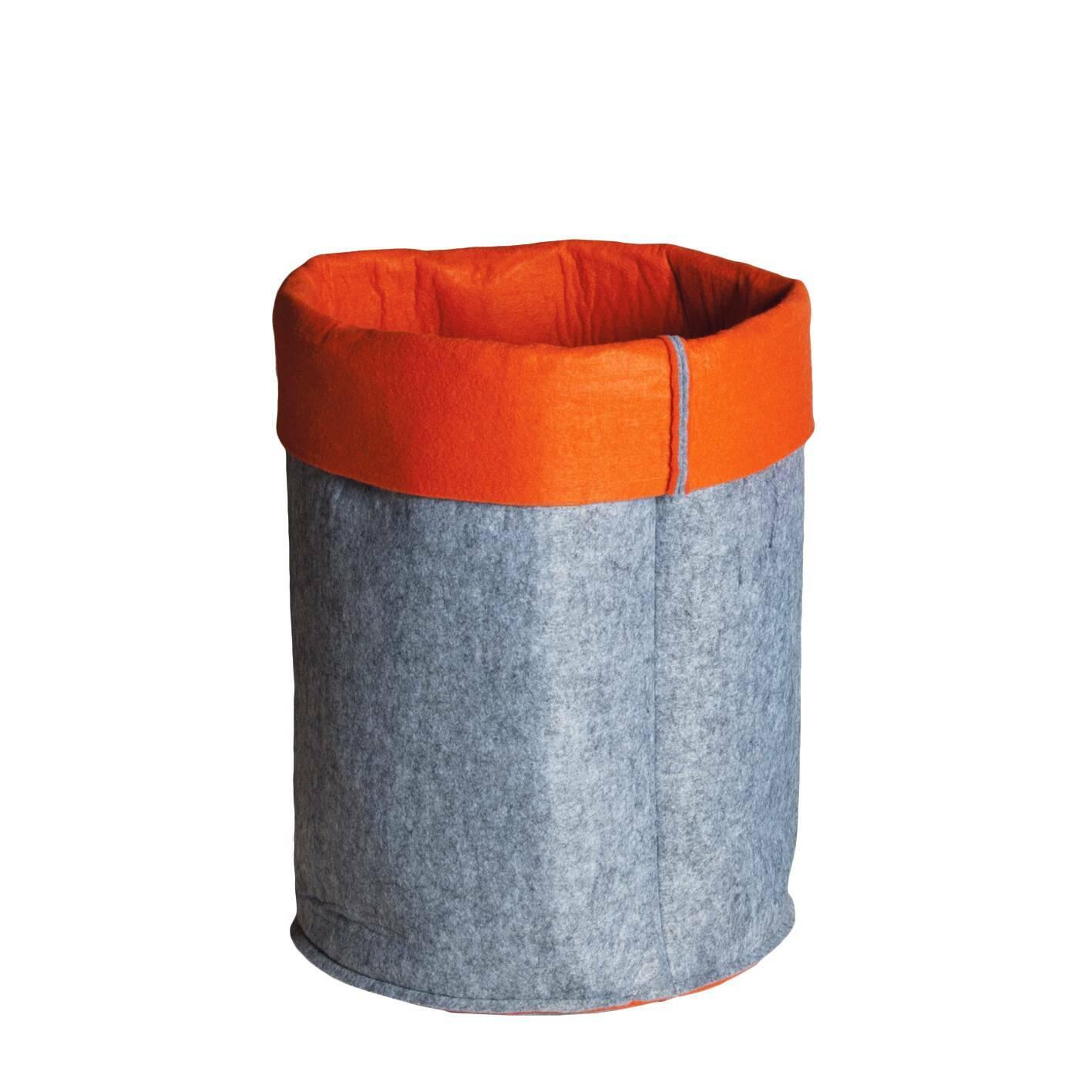 Контейнер для хранения Mousse круглыйРазное<br>Дизайнерский серо-оранжевый круглый контейнер Mousse (Мусс) для хранения от Seletti (Селетти).<br><br> Современная история итальянской компании Seletti началась в 1988 году. Тогда под руководством Стефано Селетти, сына основателя компании, была создана творческая мастерская Selab — креативная площадка для поиска нового подхода в создании привычных предметов обихода, которая объединила многих молодых дизайнеров. Сегодня компания Seletti известна своими смелыми решениями в области дизайна и экспер...<br><br>stock: 18<br>Высота: 23<br>Ширина: 40<br>Материал: Войлок<br>Диаметр: 48