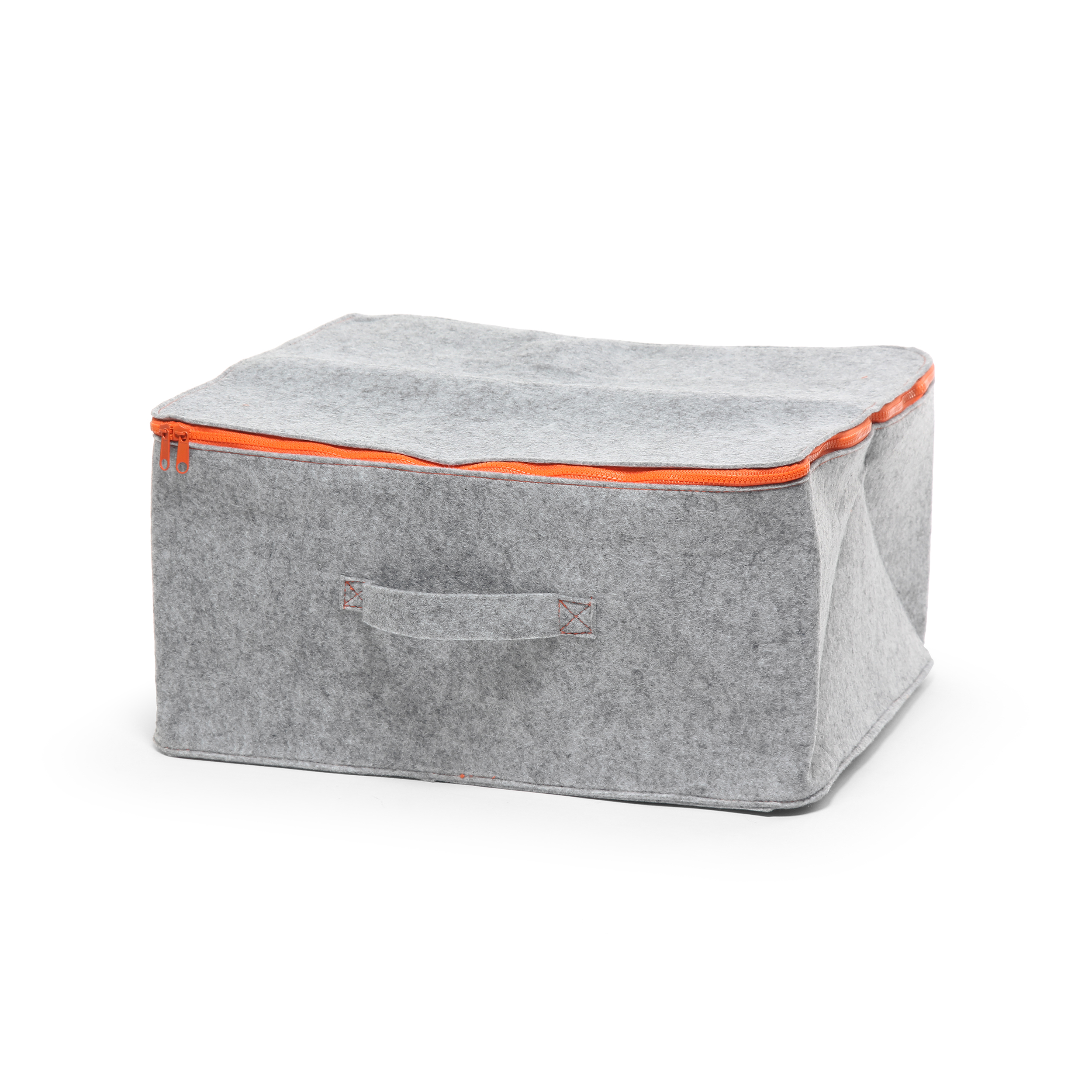 Контейнер для хранения Mousse высота 23Разное<br>Дизайнерский серо-оранжевый контейнер Mousse (Мусс) для хранения с высотой 23 см от Seletti (Селетти).<br><br> Современная история итальянской компании Seletti началась в 1988 году. Тогда под руководством Стефано Селетти, сына основателя компании, была создана творческая мастерская Selab — креативная площадка для поиска нового подхода в создании привычных предметов обихода, которая объединила многих молодых дизайнеров. Сегодня компания Seletti известна своими смелыми решениями в области дизайна ...<br><br>stock: 14<br>Высота: 23<br>Ширина: 40<br>Материал: Войлок<br>Длина: 48