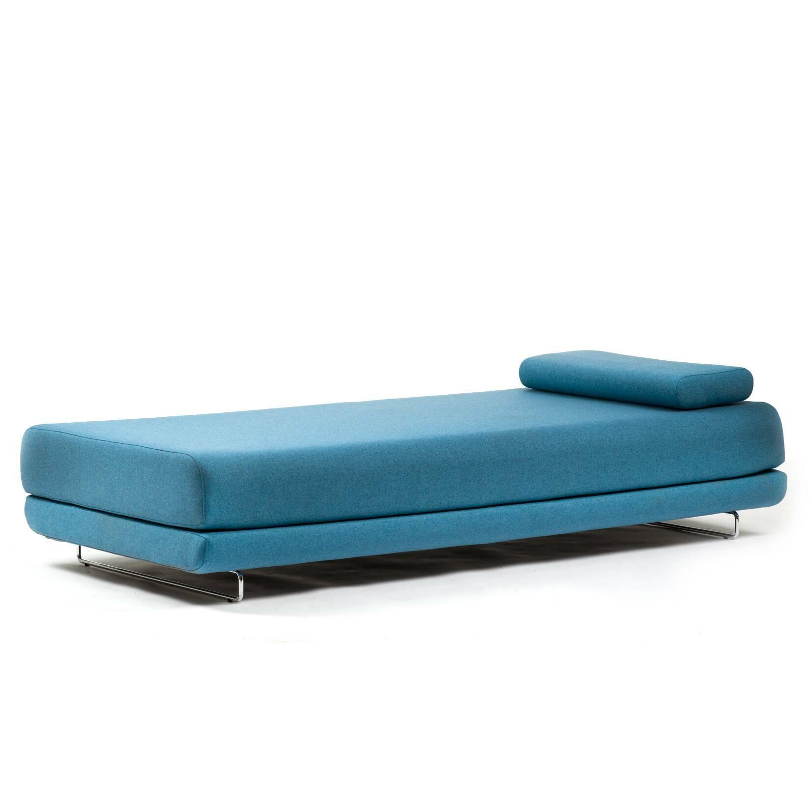 Кушетка ShineКушетки<br>Кушетка Shine находится на острие дизайна XXI столетия. Это многофункциональный предмет мебели: сидите, бездельничайте или преобразуйте его в удобную гостевую кровать на две персоны. Минималистичный дизайн позволяет использовать кушетку практически в любом интерьере, особенно если вы подберете подходящий цвет обивки.<br><br><br><br><br><br><br><br><br> Кушетка Shine — творение датского дуэта Флемминга Буска и Стефана Б.Херцога. Конструкции Буска и Херцога описываются выражениями «чистые» и «минималистич...<br><br>stock: 0<br>Высота: 39<br>Глубина: 89<br>Длина: 201<br>Цвет ножек: Хром<br>Материал обивки: Шерсть, Полиамид<br>Коллекция ткани: Felt<br>Тип материала обивки: Ткань<br>Тип материала ножек: Сталь нержавеющая<br>Цвет обивки: Голубой