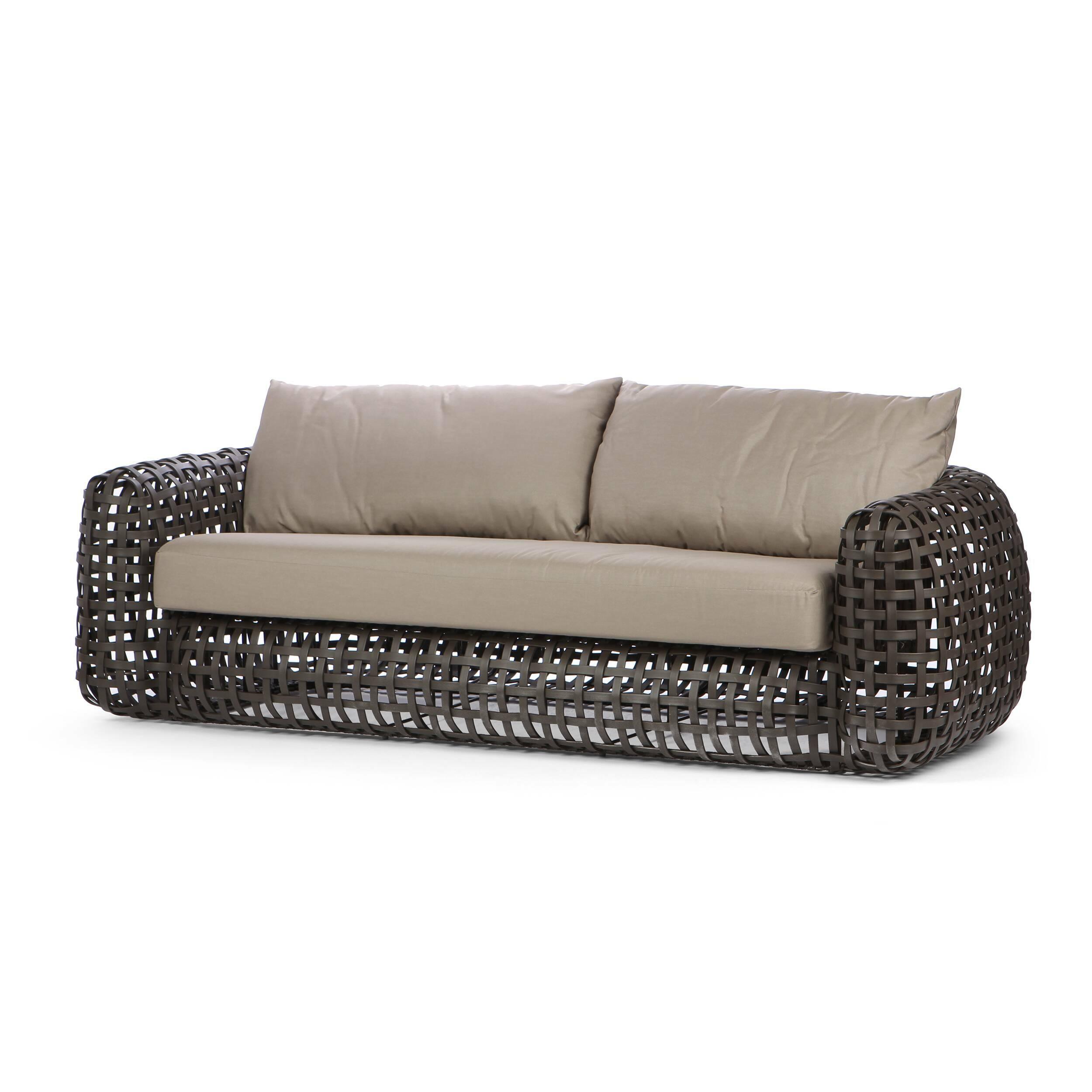 Диван MatildaУличная мебель<br>Филиппинский дизайнер Кеннет Кобонпу — непревзойденный мастер сочетания натуральных природных материалов с современными технологиями. Форма уличного дивана Matilda как будто копирует внешний облик классической дорогой мебели для гостиной. Переработанный полиэтилен, материал, из которого изготовлен диван, копирует ротанговую пальму и передает теплоту и приятную мягкую текстуру плетеной мебели. Плавные четкие линии и спокойный силуэт подчеркивают композиционную завершенность этой модели.<br> <br> Д...<br><br>stock: 0<br>Высота: 63<br>Глубина: 100<br>Длина: 230<br>Тип материала каркаса: Сталь нержавеющя<br>Тип материала обивки: Ткань<br>Цвет обивки: Серый<br>Цвет каркаса: Коричневый
