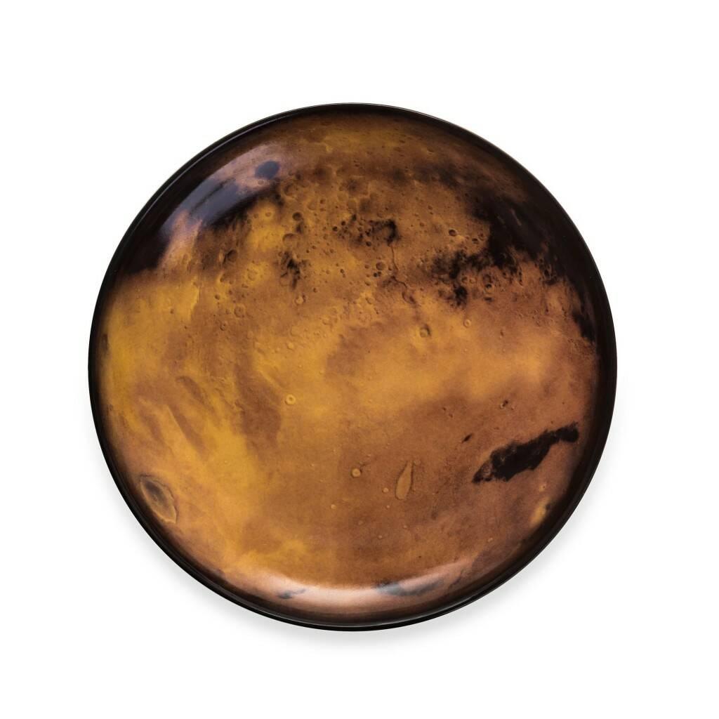 Тарелка VenusПосуда<br>Перенесите свой обеденный стол в далекие и неизведанные уголки Вселенной вместе коллекцией посуды от Seletti. Данная коллекция разработана совместно с компанией Diesel, которая успешно создает свои тренды не только в области производства одежды, но интерьера. <br> <br> В соотношении с целой Вселенной обеденная зона — это крохотный уголок, но с коллекцией Cosmic Dinner это вовсе не так. Эти модные планетарные тарелки будто расширяют границы возможного и приглашают всю Вселенную к вам на обед. <br> <br>...<br><br>stock: 8<br>Высота: 3<br>Материал: Фарфор<br>Цвет: Коричневый<br>Диаметр: 26