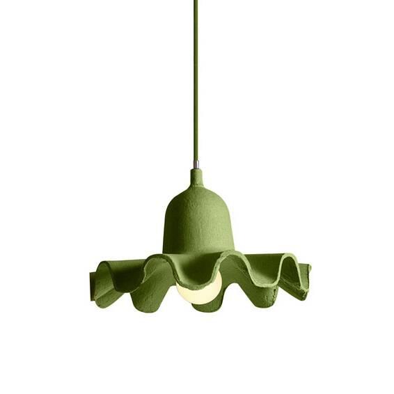 Подвесной светильник Egg of Columbus 4Подвесные<br>Элегантный и стильный подвесной светильник Egg of Columbus 4 создан не только для тех, кто ценит авторский дизайн, но и для тех кто заботится об окружающей среде. Неотъемлемым элементом экостиля является вторсырье, как раз из которого и сделаны подвесные лампы Egg of Columbus от компании Seletti, — из вторично переработанного картона, а цоколь выполнен из керамики. <br> <br> Светильники доступны в различных оттенках; подвесьте один, а то и два светильника на разном уровне, и ваш потолок превратит...<br><br>stock: 0<br>Диаметр: 26,5<br>Материал абажура: Картон<br>Цвет абажура: Зеленый