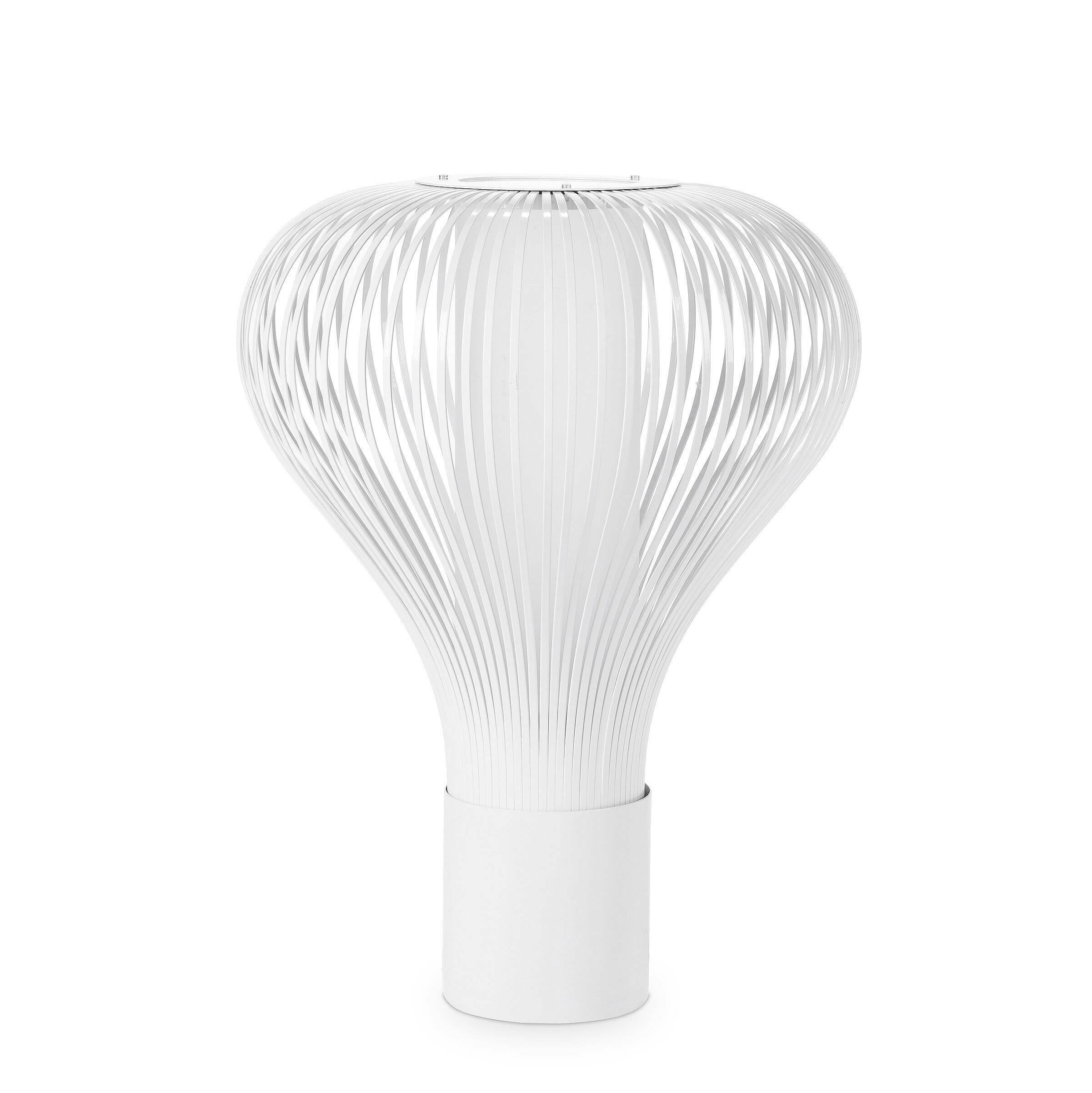 Настольный светильник ChasenНастольные<br>Дизайнерский настольная лампа Chasen (Чейсен) округлой формы с белым абажуром от Cosmo (Космо).<br><br><br> Современный испанский дизайнер Патрисия Уркиола создала настольный светильник Chasen в 2007 году, вдохновившись видом японской бамбуковой мутовки для чайной церемонии. Воздушная, как будто выполненная из бумаги лампа вызывает множество ассоциаций с китайской культурой: на ум приходят даже китайские фонарики и оригами. При этом идея воплощена по-настоящему с восточной тонкостью — без излишн...<br><br>stock: 2<br>Высота: 64<br>Диаметр: 47<br>Количество ламп: 1<br>Материал абажура: Металл<br>Мощность лампы: 75<br>Ламп в комплекте: Нет<br>Напряжение: 220<br>Тип лампы/цоколь: E27<br>Цвет абажура: Белый