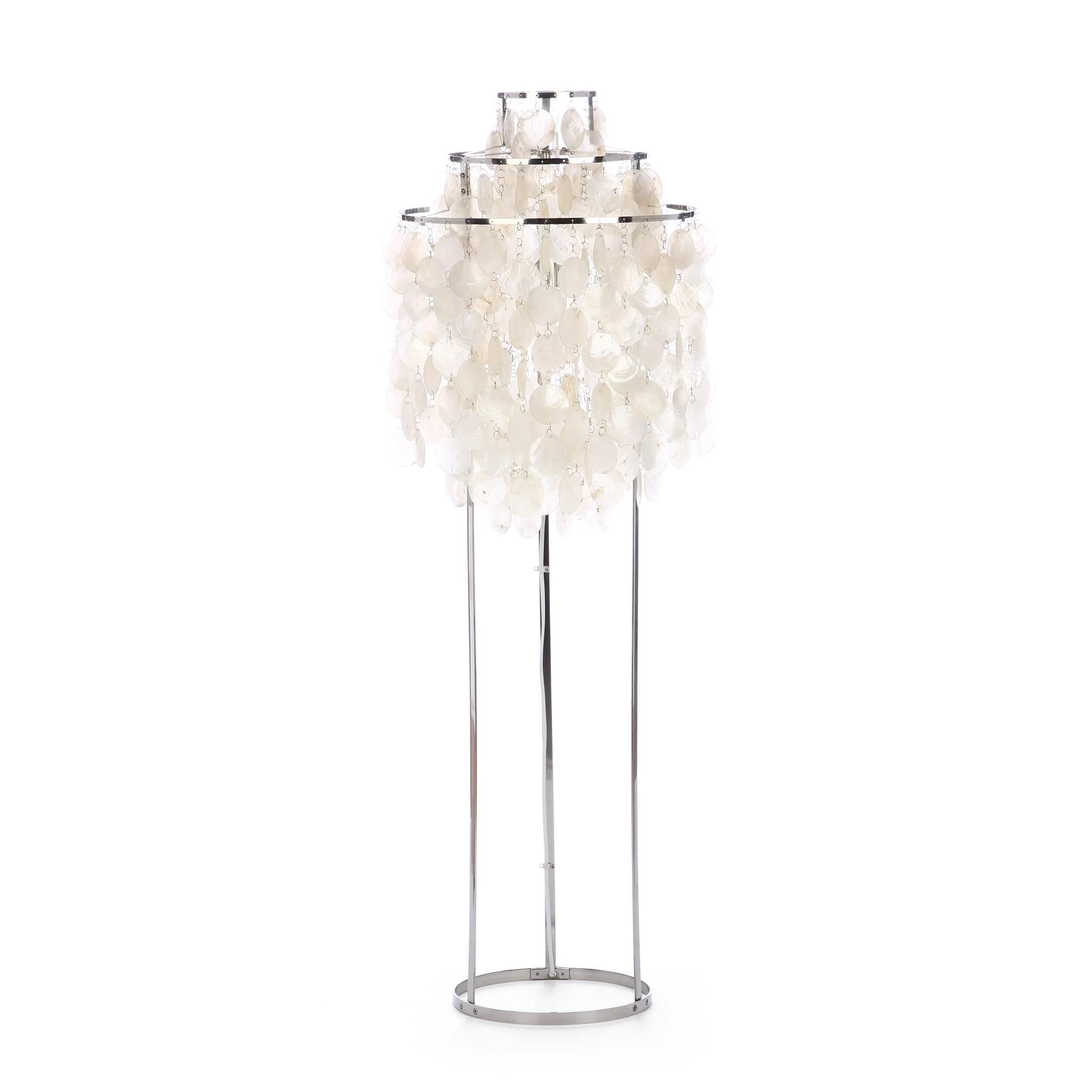 Напольный светильник Fun 1STMНапольные<br>Напольный светильник Fun 1STM — часть знаменитой серии Fun, разработанной в 1964 году Вернером Пантоном. Это современная классика дизайна, которую сегодня уже расценивают как уникальное произведение искусства. Висящие перламутровые диски создают образ водопада и производят почти гипнотический эффект. <br><br><br><br>Напольный светильник Fun 1STM способен привнести в ваш дом или офис артистическое настроение. Почему бы не окружить себя предметами интерьера, которые стимулируют воображение и напол...<br><br>stock: 3<br>Высота: 120<br>Диаметр: 45<br>Материал абажура: Раковина диски<br>Материал арматуры: Сталь<br>Напряжение: 220