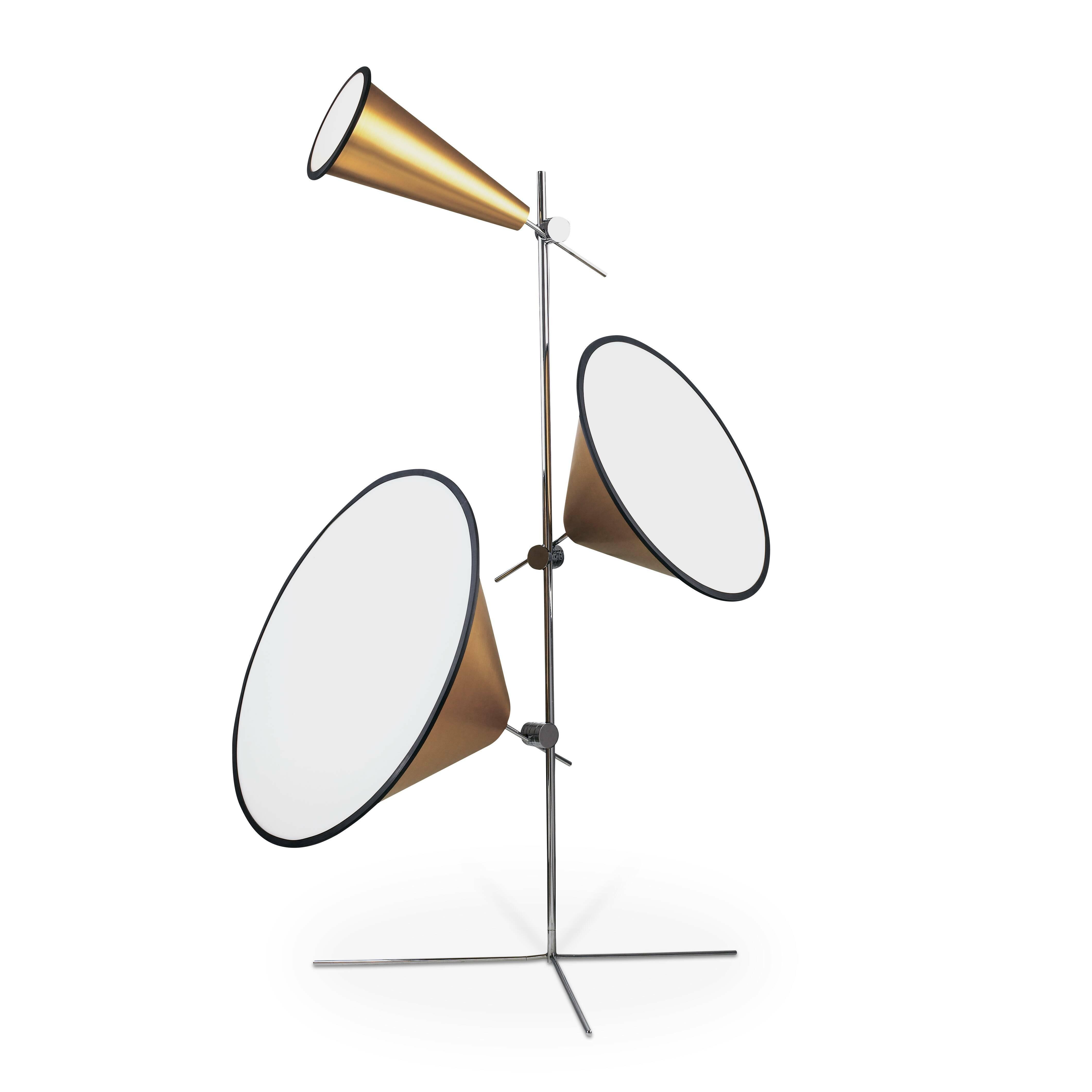 Напольный светильник ConeНапольные<br>Источник вдохновения для напольного светильника Cone — профессиональная фототехника. Этим объясняется особое отношение к свету и его универсальности. Плафон с внутренней белой поверхностью из акрила распределяет световой луч равномерно, придавая ему выразительность и качество естественного дневного света.<br><br><br> Напольный светильник Cone похож скорее на музыкальный инструмент, нежели на источник света. Но это и делает его столь необычным и модным дизайнерским предметом, созданным для того,...<br><br>stock: 0<br>Диаметр: 22,55,73<br>Количество ламп: 3<br>Материал абажура: Акрил<br>Материал арматуры: Металл<br>Ламп в комплекте: Нет<br>Напряжение: 220<br>Тип лампы/цоколь: E27<br>Цвет абажура: Золотой<br>Цвет арматуры: Хром