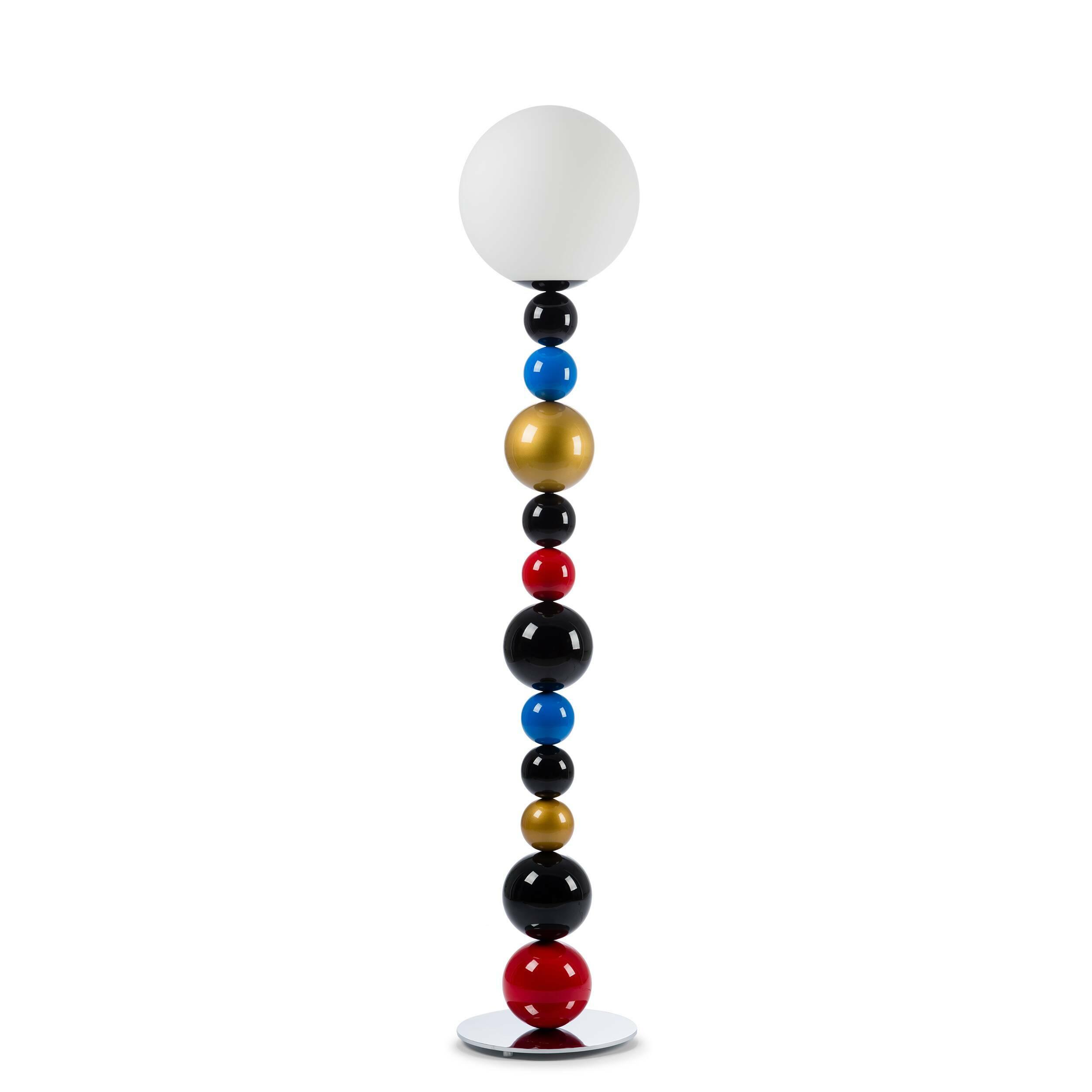 Напольный светильник RGBНапольные<br>Напольный светильник RBG — стильный вариант, который подойдет тем, кто любит в дизайне яркие и игривые мотивы. Если вы ищете что-то, что с легкостью разбавит ваш интерьер, то этот светильник как раз то, что вам нужно. Благодаря крупной круглой подножке светильник обладает высокой устойчивостью, несмотря на большую высоту изделия.<br> <br> Плафон лампы выполнен из матового стекла, благодаря чему ее свет мягкий и рассеянный. При таком освещении очень приятно читать, а проводить спокойные вечера пос...<br><br>stock: 0<br>Высота: 165<br>Диаметр: 30<br>Количество ламп: 1<br>Материал абажура: Стекло<br>Материал арматуры: Металл<br>Ламп в комплекте: Нет<br>Напряжение: 220<br>Тип лампы/цоколь: E14<br>Цвет абажура: Белый<br>Цвет арматуры: Разноцветный