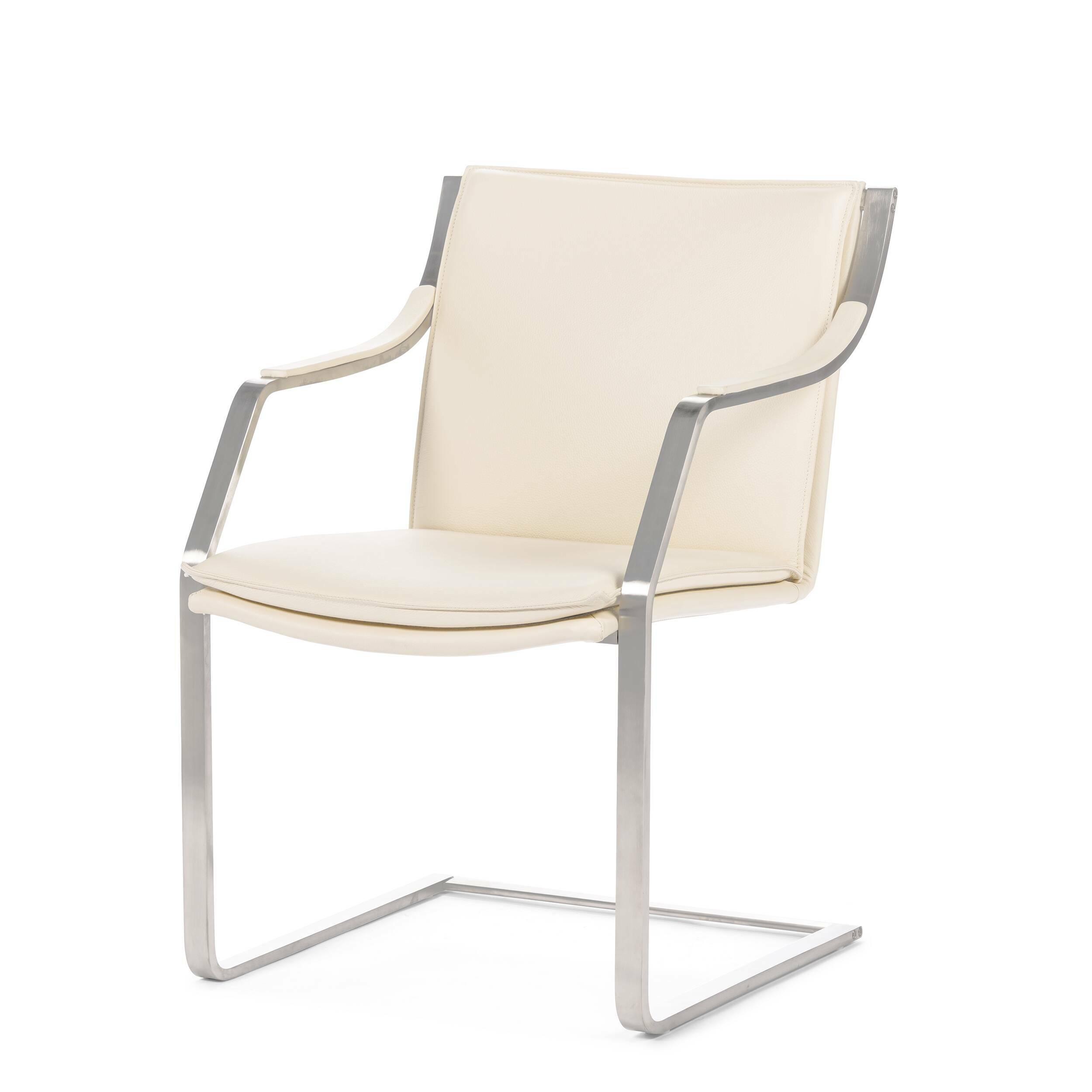 Кресло AstorОфисные<br>Простой профиль, ясные линии и тщательное внимание к деталям сделали кресло Astor иконой мебели XX века.<br><br><br> Современности изделию придают ножки стула. Здесь они приняли непривычную форму: вместо четырех ножек появилась хромированная рама, которая не менее надежна, чем традиционная конструкция. Нежный тон обивки подойдет современному интерьеру не только дома, но и офиса. Гостиницы, отели, офисы — вот небольшой список мест, где кресла Astor не только пригодятся, но и украсят собой интер...<br><br>stock: 0<br>Высота: 84<br>Высота сиденья: 45<br>Ширина: 55,5<br>Глубина: 66<br>Тип материала каркаса: Сталь нержавеющя<br>Коллекция ткани: Deluxe<br>Тип материала обивки: Кожа<br>Цвет обивки: Кремовый<br>Цвет каркаса: Хром
