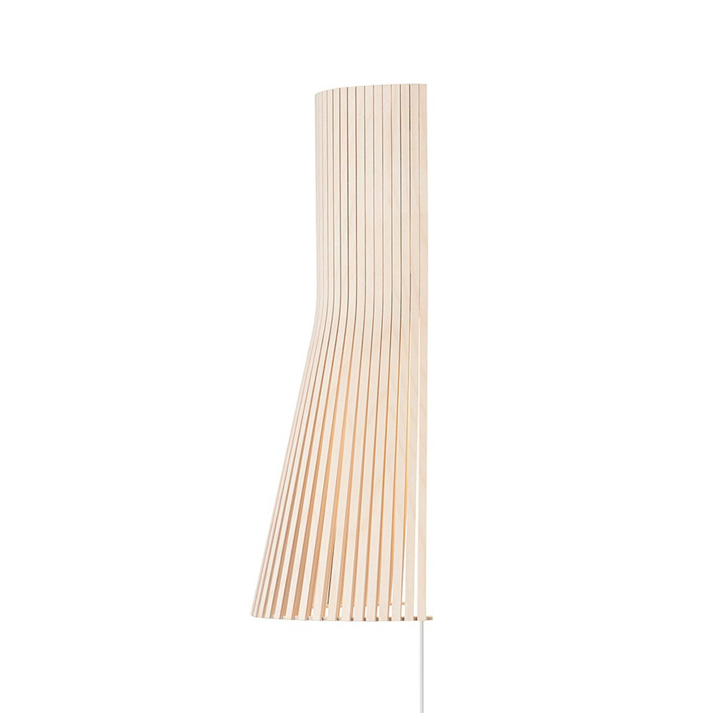 Настенный светильник Secto 4231Настенные<br>Финский дизайнерский настенный светильник Secto 4231 выполнен из натурального дерева — березы, которой присуща мягкость наряду с прочностью. Современный и ультрамодный настенный светильник изготовлен вручную, поэтому в каждое изделие вложена частичка Скандинавии. Его дизайн довольно прост, но вместе с тем и практичен: такая форма дает нужное количество света, светильник не обременяет, а дополняет интерьер.<br><br><br><br> Настенный светильник Secto 4231 изготовлен по эскизам финского дизайнер...<br><br>stock: 0<br>Высота: 45<br>Ширина: 15<br>Диаметр: 25<br>Количество ламп: 1<br>Материал арматуры: Береза<br>Мощность лампы: 40<br>Ламп в комплекте: Нет<br>Напряжение: 220<br>Теплота света: 3000<br>Тип лампы/цоколь: E14<br>Цвет арматуры: Натуральный