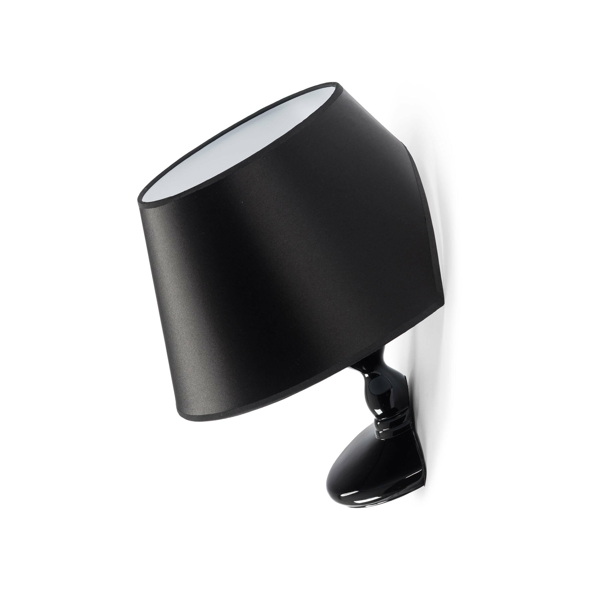 Настенный светильник TitanicНастенные<br>Эта лампа – модель дизайнерского светильника, появившегося в результате сотрудничества Чарльза Тревельяна и Carpenters Workshop Gallery. Сам Чарльз говорит о своем творении так: Я специально не стал отклоняться от классической формы настольного светильника, ведь именно таким мы его обычно и представляем. Дальше я стал играть с этим традиционным представлением, ведь мебели не обязательно иметь традиционные формы. Мы думаем, что у стула должно быть 4 ножки, полки обязаны быть плоскими, а о...<br><br>stock: 0<br>Высота: 46<br>Ширина: 39<br>Количество ламп: 1<br>Материал абажура: Ткань<br>Материал арматуры: Стеклопластик<br>Ламп в комплекте: Нет<br>Напряжение: 220<br>Тип лампы/цоколь: E27<br>Цвет абажура: Черный
