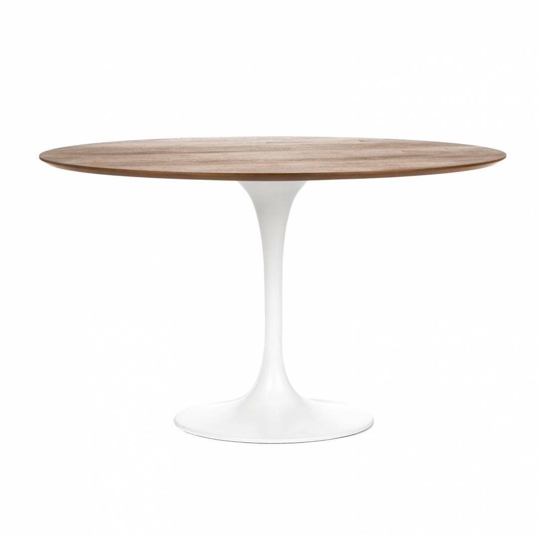 Обеденный стол Tulip с деревянной столешницей диаметр 122Обеденные<br>Ээро Сааринен — крупный представитель американских архитекторов и промышленных дизайнеров. В ходе собственных экспериментов Ээро сформировал собственный неофутуристический стиль. В его направлении преобладает простота и широта структурных кривых. Настоящей находкой архитектора в создании мебели стала модель Tulip («тюльпан») — кресла и столы на одной опоре.<br><br><br> Обеденный стол Tulip с деревянной столешницей диаметр 122 олицетворяет современный стиль и комфорт. Продолжая дизайнерскую лини...<br><br>stock: 8<br>Высота: 72<br>Диаметр: 121,5<br>Цвет ножек: Белый глянец<br>Цвет столешницы: Орех американский<br>Материал столешницы: МДФ, шпон ореха<br>Тип материала столешницы: МДФ<br>Тип материала ножек: Алюминий