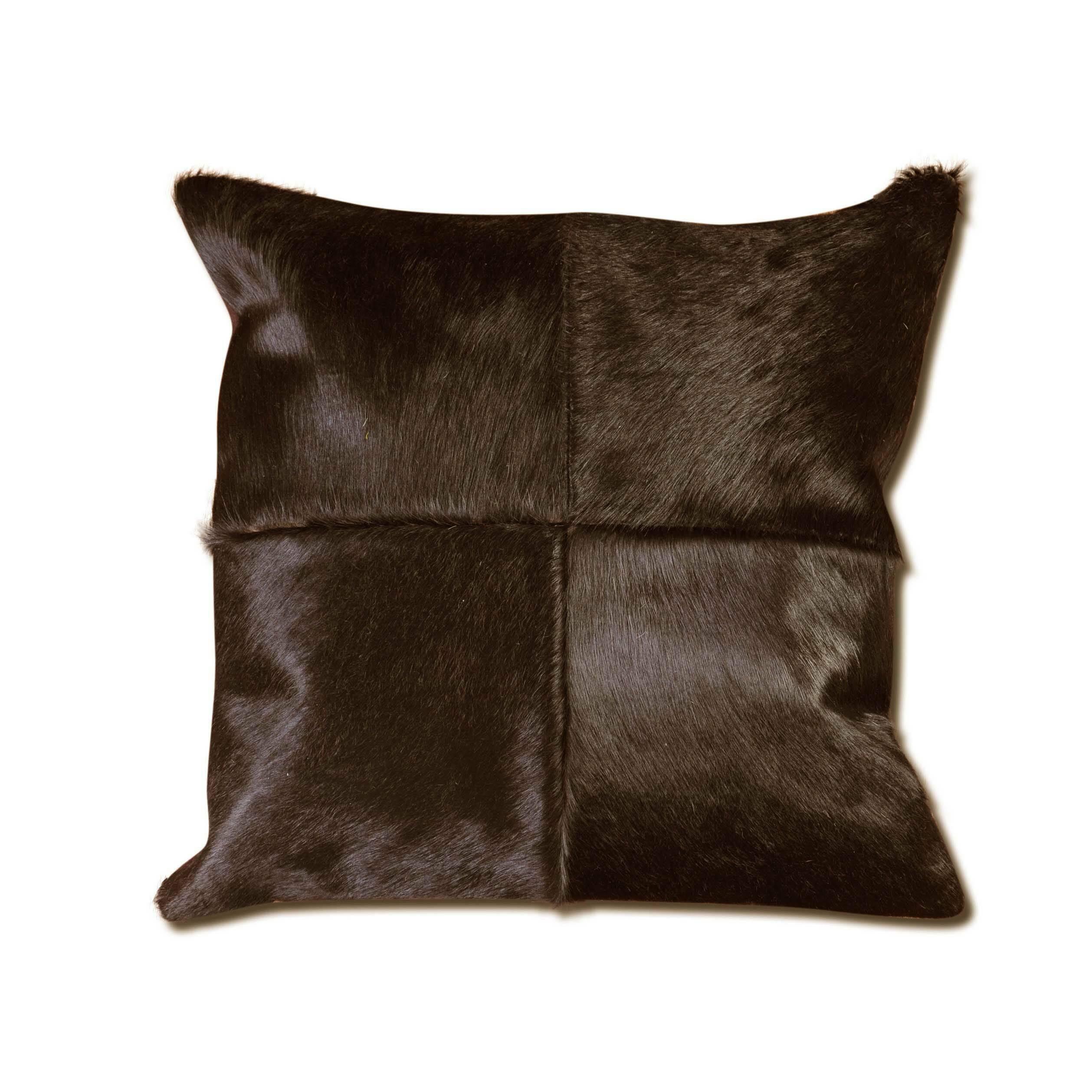Подушка OxfordДекоративные подушки<br>Дизайнерская подушка Oxford (Оксфорд) ручного производтсва из шкуры от Cosmo (Космо).<br>Порой совсем недостаточно обставить ваше жилище одной лишь мебелью, для того чтобы оно был стильным и презентабельным. Лишь дополнительные штрихи в виде декора завершают облик и придают ему неповторимый характер.<br><br> Оригинальная подушка Oxford в этом смысле отличный инструмент, с помощью которого можно расставить акценты и дополнить дизайн интерьера. Изделие из натуральной шкуры коровы представлено в двух ...<br><br>stock: 9<br>Ширина: 45<br>Материал: Шкура<br>Цвет: Темно-коричневый<br>Длина: 45<br>Состав основы: Кожа<br>Тип производства: Ручное производство
