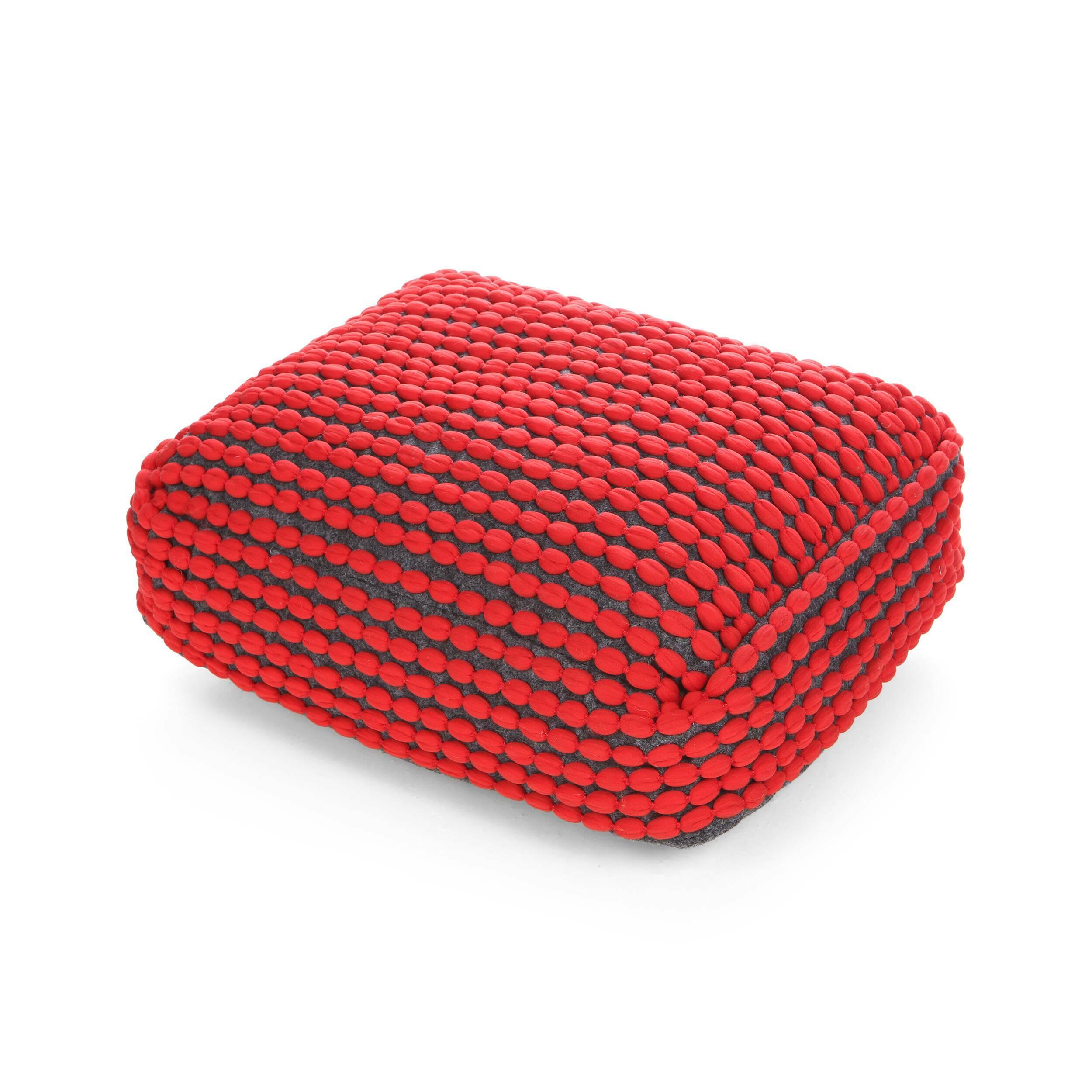 Подушка RococoДекоративные подушки<br>Дизайнерская комфортная подушка Rococo (Роккоко) из полиэстера от Cosmo (Космо).<br>Оригинальная подушка Rococo отлично подходит для декорирования гостиных в скандинавском стиле. Она вручную создана из экологичных натуральных материалов, приятных на ощупь. Для своих покупателей компания Cosmo предлагает широкий спектр цветовых вариантов, которые помогут разнообразить любой современный интерьер. Сочные цвета в сочетании с мягкостью изделия угодят любому! <br><br>Данную модель можно использовать в ка...<br><br>stock: 14<br>Высота: 15<br>Ширина: 45<br>Материал: Полиэстер<br>Цвет: Красный<br>Длина: 60<br>Состав основы: Полиэстер<br>Тип производства: Ручное производство
