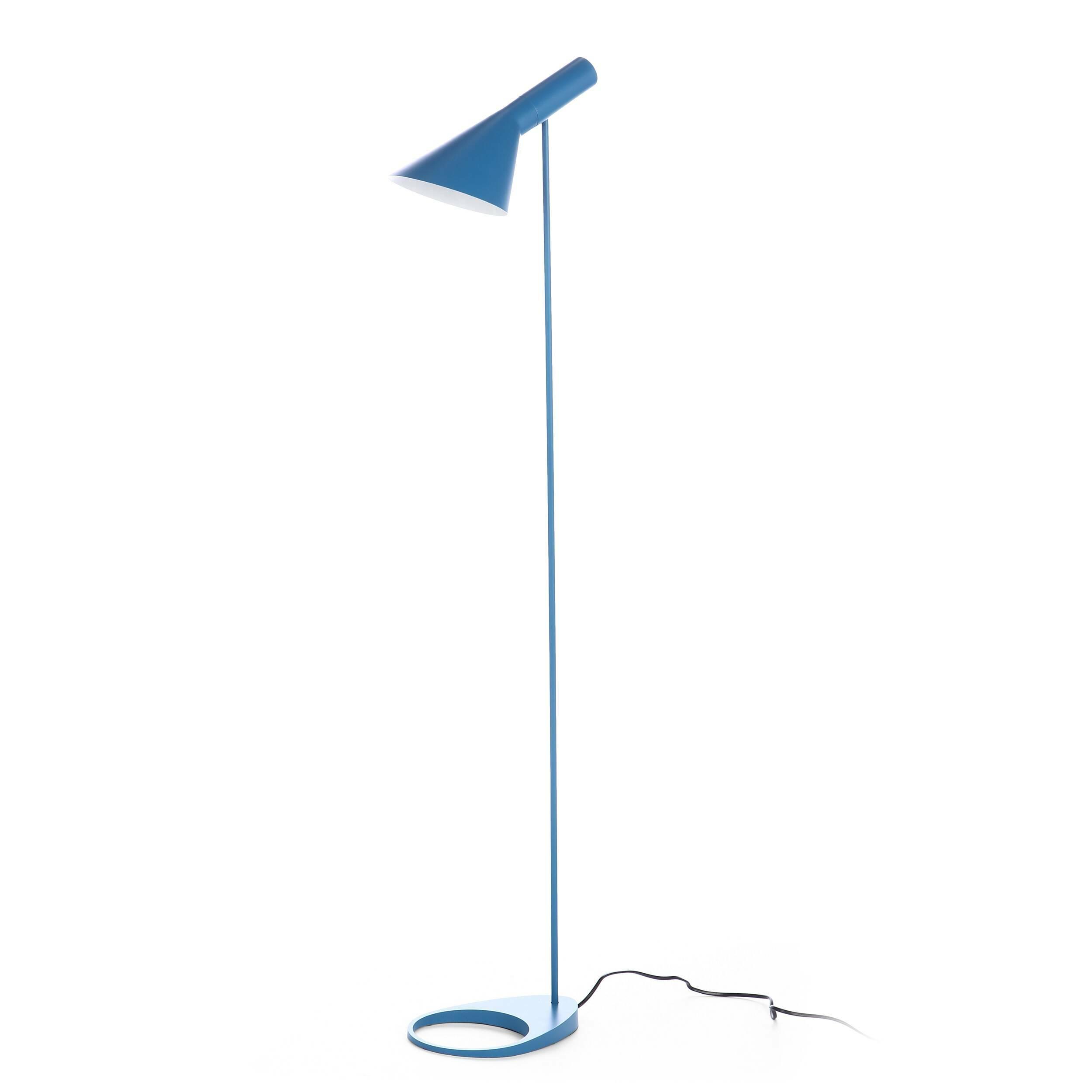 Напольный светильник AJ 1Напольные<br>Датский архитектор Арне Якобсен, чьи проекты получили мировое признание, в середине прошлого века стал разрабатывать предметы интерьера. Основное направление его деятельности — стиль хай-тек.<br><br><br> Замечательное творение автора — это напольный светильник AJ 1. Тонкая длинная ножка позволяет устанавливать его в гостиных и столовых, в спальнях и детских комнатах. Небольшая плоская основа надежно удерживает общую конструкцию и не позволяет светильнику опрокинуться. Светильник может занять с...<br><br>stock: 0<br>Высота: 130<br>Ширина: 32,5<br>Диаметр: 12,5<br>Материал абажура: Сталь<br>Напряжение: 220<br>Цвет абажура: Синий матовый