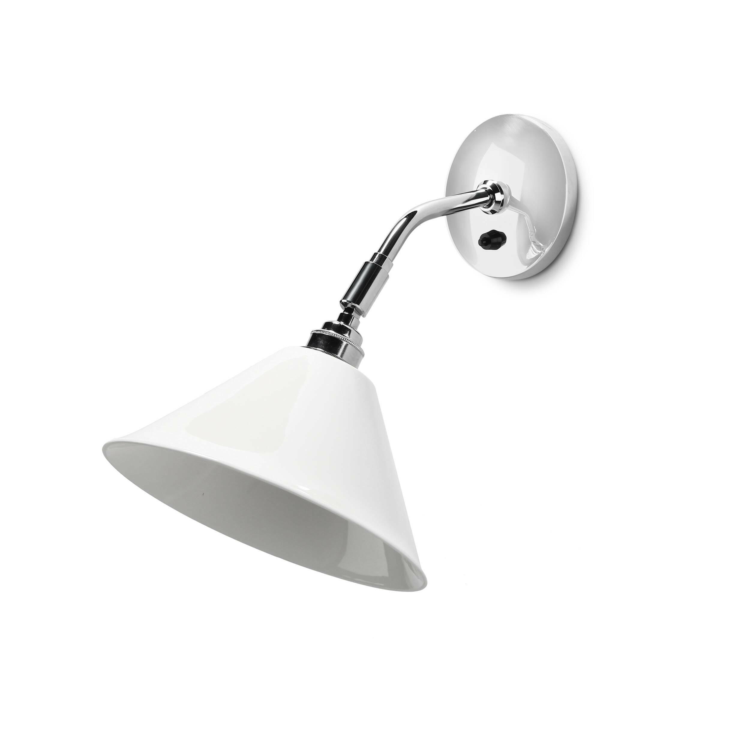 Настенный светильник Task керамическийНастенные<br>Настенный светильник Task керамический — это классический подвесной британский светильник из фарфора цвета слоновой кости. Он способен концентрировать освещение непосредственно там, где это необходимо.<br><br><br><br> Настенные светильники Task от фабрики Original BTC удобны, обладают элегантной скромностью и доступной ценой. Строгая классика консервативных линий и форм мгновенно сделала их неотъемлемыми элементами шикарных интерьеров. Нередко в коллекциях BTC угадываются черты концептуального ...<br><br>stock: 2<br>Высота: 34<br>Ширина: 35.5<br>Материал абажура: Фарфор<br>Мощность лампы: 60<br>Ламп в комплекте: Нет<br>Тип лампы/цоколь: E27<br>Цвет абажура: Белый
