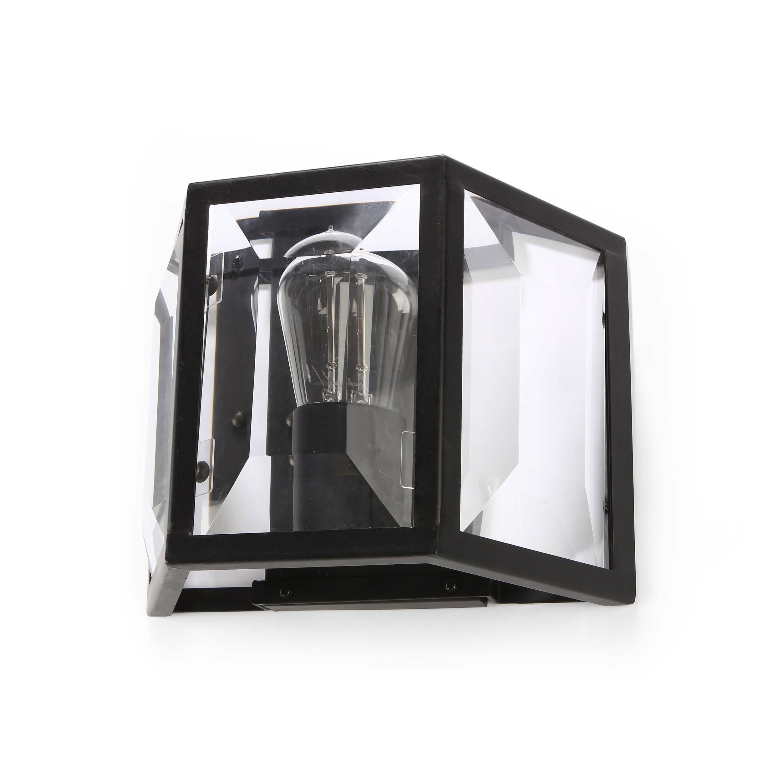 Настенный светильник FilmНастенные<br>Настенный светильник Film — рецепт вашего будущего роскошного интерьера. Изделие представляет собой арматуру в виде коробки из прочного износостойкого металла со встроенной лампой накаливания. В его изготовлении использованы классические материалы — универсальные составы, которые одинаково уникальны как для классических, так и современных интерьеров. Свет от лампы усиливается зеркальной поверхностью, установленной на задней стенке изделия. <br> <br> Настенный светильник Film будет превосходно смо...<br><br>stock: 8<br>Высота: 45<br>Диаметр: 28<br>Количество ламп: 1<br>Материал абажура: Стекло<br>Материал арматуры: Металл<br>Мощность лампы: 40<br>Ламп в комплекте: Нет<br>Напряжение: 220-240<br>Тип лампы/цоколь: E27<br>Цвет абажура: Прозрачный<br>Цвет арматуры: Черный