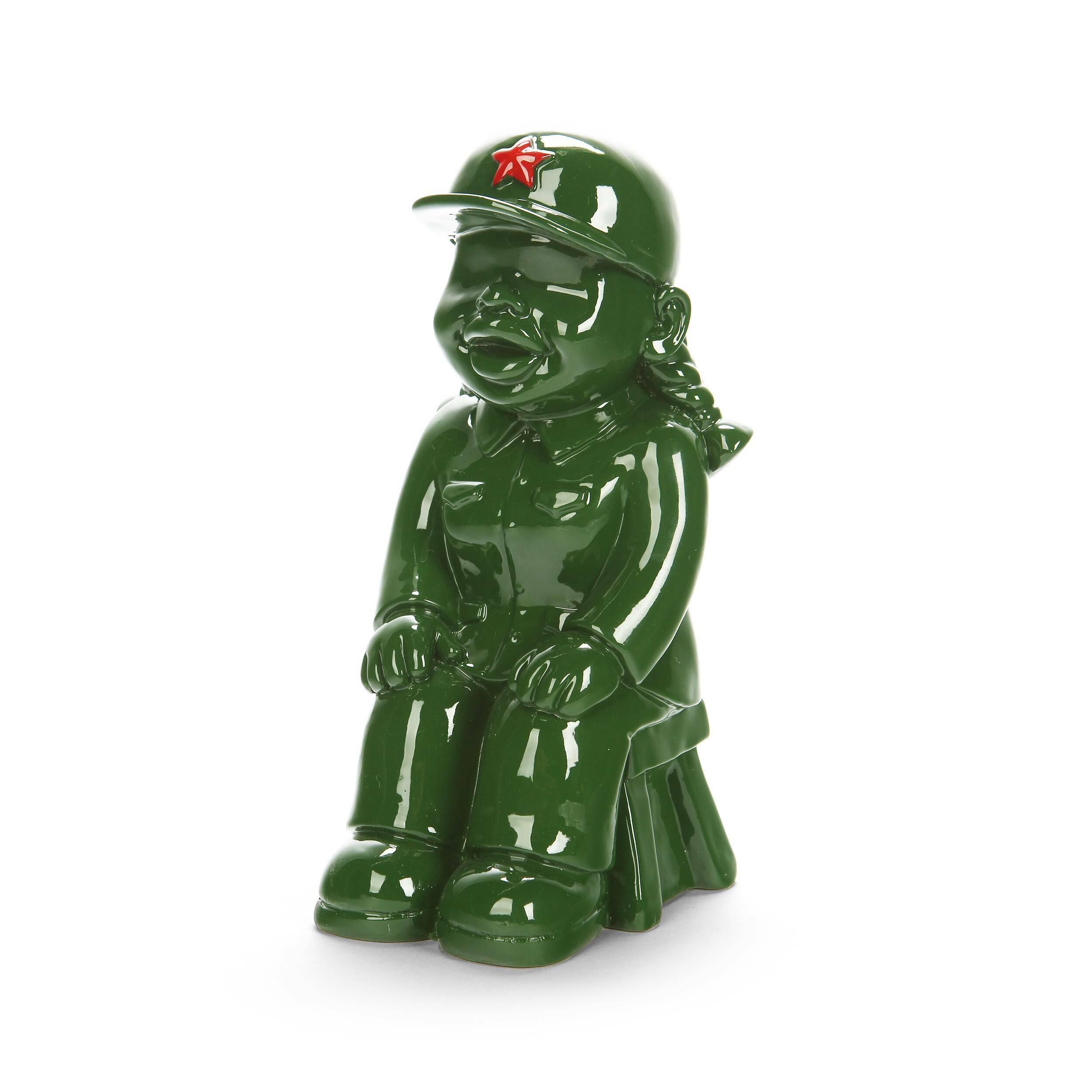 Статуэтка Military Man 4Настольные<br>Дизайнерская маленькая зеленая статуэтка мальчика Military Man (Милэтри Мэн) из полистоуна от Cosmo (Космо).Коллекция интерьерного декора Get Into Khaki! (в переводе с английского «Натягивай форму!») — это широкий модельный ряд настольных статуэток, объединенных одной тематикой — военным ремеслом. Захотите ли вы поставить эти причудливые фигурки у себя на стеллаже или же задумали вручить пару таких фигурок своим друзьям или коллегам, это решать уже вам!<br> <br> В коллекции есть и дамы! Оригиналь...<br><br>stock: 1<br>Высота: 21<br>Ширина: 11<br>Материал: Полистоун<br>Цвет: Зелёный<br>Длина: 10