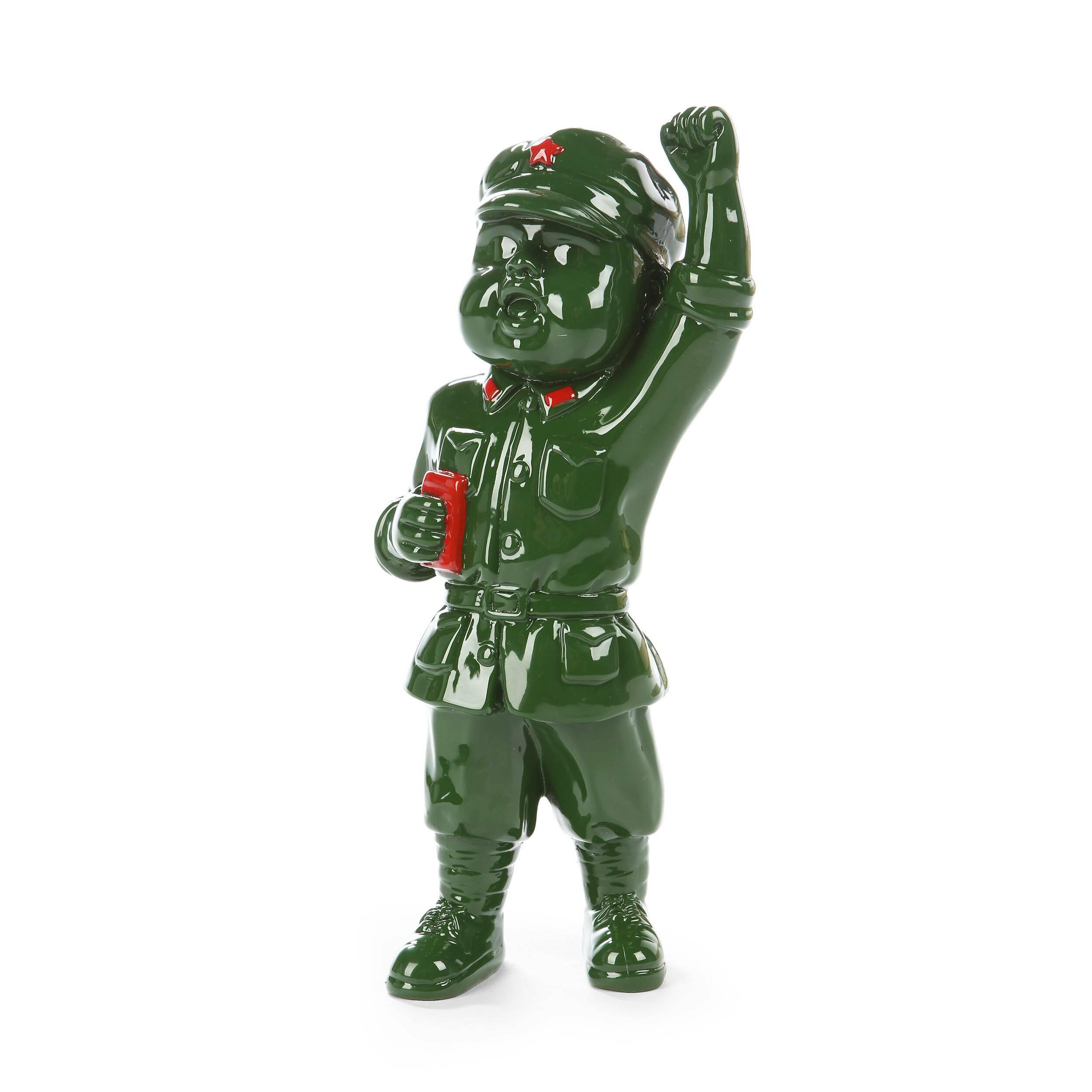 Статуэтка Military Man 10Настольные<br>Дизайнерская настольная зеленая статуэтка Military Man (Милитэри Мэн) из полистоуна от Cosmo (Космо).<br> Красивые и стильные элементы декора создаются опытными дизайнерами, которые знают, как освежить и оживить помещение, как раскрыть характер пространства и придать ему свою уникальную атмосферу. Декор может быть ярким и красочным или легким и едва заметным — в любом случае он всегда играет особую, важнейшую роль в создании стиля всего интерьера. Для того чтобы поддержать единый стиль помещен...<br><br>stock: 0<br>Высота: 27<br>Ширина: 11<br>Материал: Полистоун<br>Цвет: Зелёный<br>Длина: 13