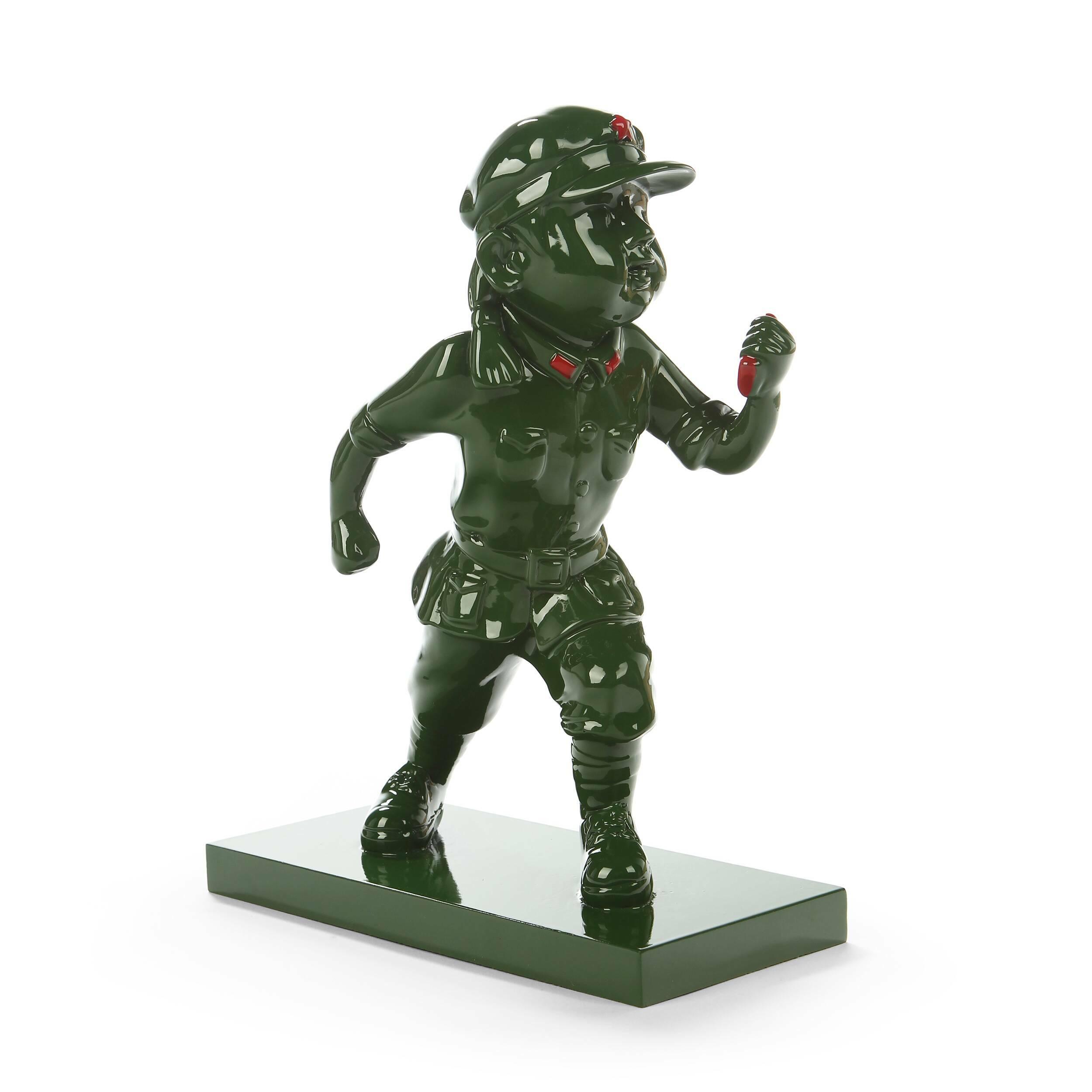 Статуэтка Military Man 8Настольные<br>Дизайнерская декоративная настольная зеленая статуэтка Military Man (Милитэри Мэн) из полистоуна от Cosmo (Космо).<br> Один из последних, но не менее важных этапов в обустройстве любого помещения — это выбор подходящего декора, который сможет дополнить дизайн комнаты и гармонично впишется в созданный интерьер. Иногда достаточно изменить или добавить всего один элемент в уже готовое помещение, чтобы оно приобрело новый характер, заиграло новыми красками и обрело новый стиль. Нужно учитывать все...<br><br>stock: 1<br>Высота: 28<br>Ширина: 10,5<br>Материал: Полистоун<br>Цвет: Зелёный<br>Длина: 22,5