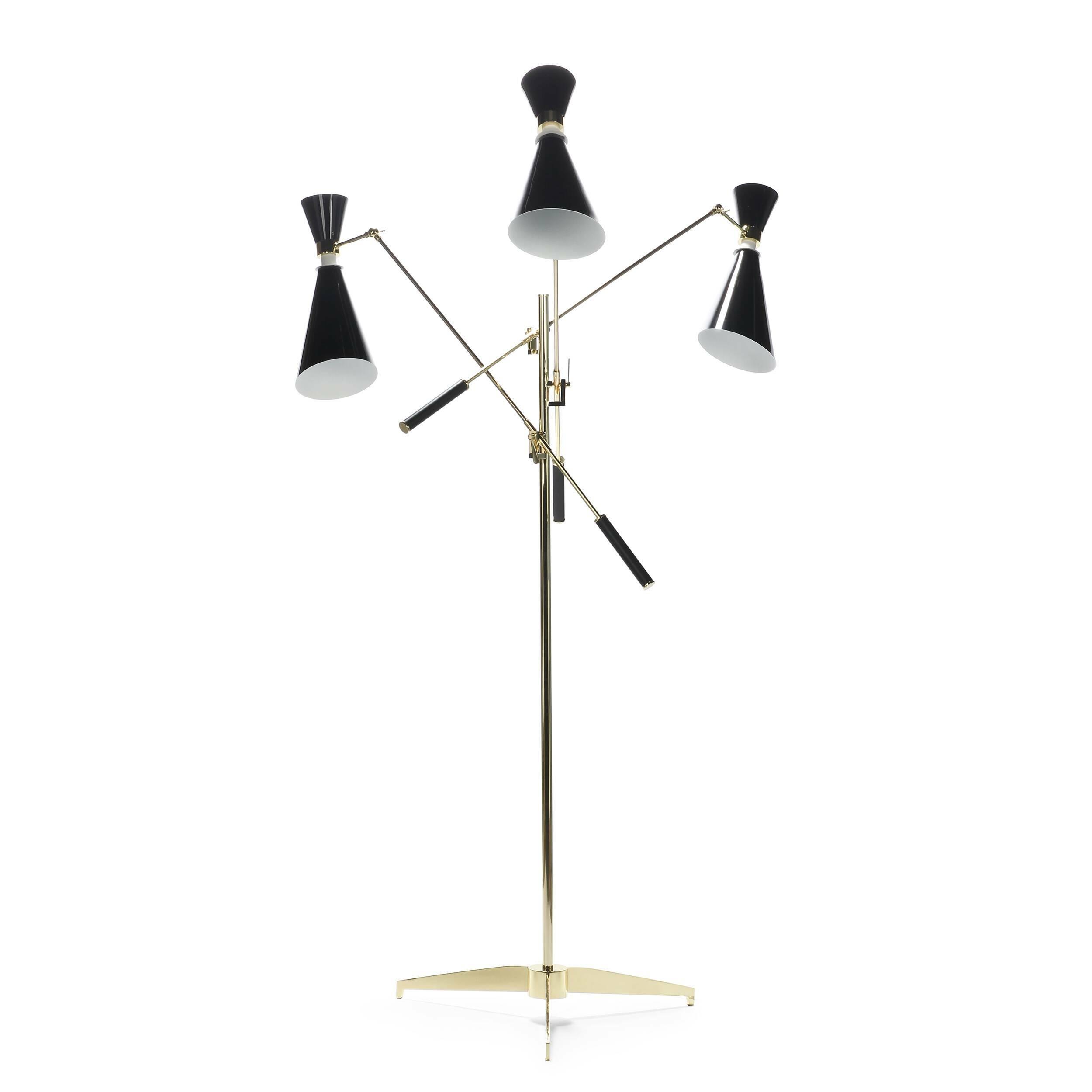 Напольный светильник StanleyНапольные<br>Напольный светильник Stanley — это три стильных торшера, соединенных в одной дизайнерской конструкции. Универсальное в стилевом отношении изделие станет изысканным и стильным штрихом в любой обстановке гостиной или спальной комнаты.<br><br><br> Дизайн модели светильника отсылает нас к стилю 50-х и 60-х годов. Изделие отлично подойдет для декорирования помещений в стиле модерн или хай-тек, о чем говорят формы и, конечно же, материалы. Конструкция этой лампы изготовлена из латуни, а абажуры — из ...<br><br>stock: 0<br>Высота: 165<br>Диаметр: 116<br>Количество ламп: 3<br>Материал абажура: Алюминий<br>Материал арматуры: Алюминий<br>Мощность лампы: 40<br>Ламп в комплекте: Нет<br>Напряжение: 220<br>Тип лампы/цоколь: E14<br>Цвет абажура: Золотой