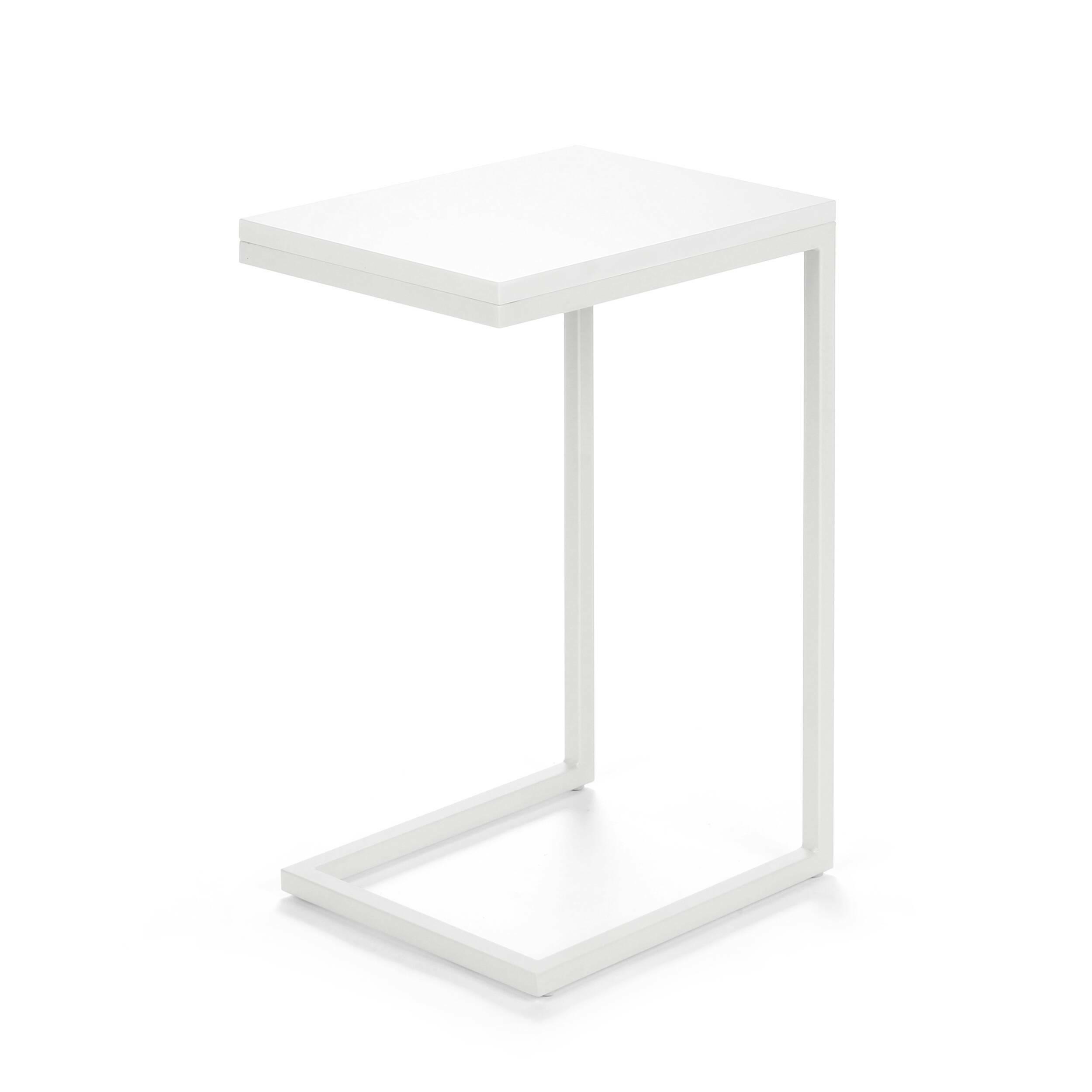 Кофейный стол OsakaКофейные столики<br>Дизайнерский придиванный небольшой кофейный стол Osaka (Осака) на белых ножках от Cosmo (Космо).<br><br><br> Кофейный стол Osaka — это уютный придиванный столик в современном стиле. Благодаря минималистичности дизайна, использовать его можно в различных по стилю гостиных комнатах — в стиле лофт, хай-тек или техно. <br><br><br> Привычный облик кофейного стола навсегда изменился, дизайнеры заменили четыре ножки стола на одну сбалансированную конструкцию. Теперь благодаря этому оригинальный столик можно ...<br><br>stock: 0<br>Высота: 60<br>Ширина: 30<br>Длина: 40<br>Цвет ножек: Белый<br>Цвет столешницы: Белый глянцевый<br>Тип материала столешницы: МДФ<br>Тип материала ножек: Сталь