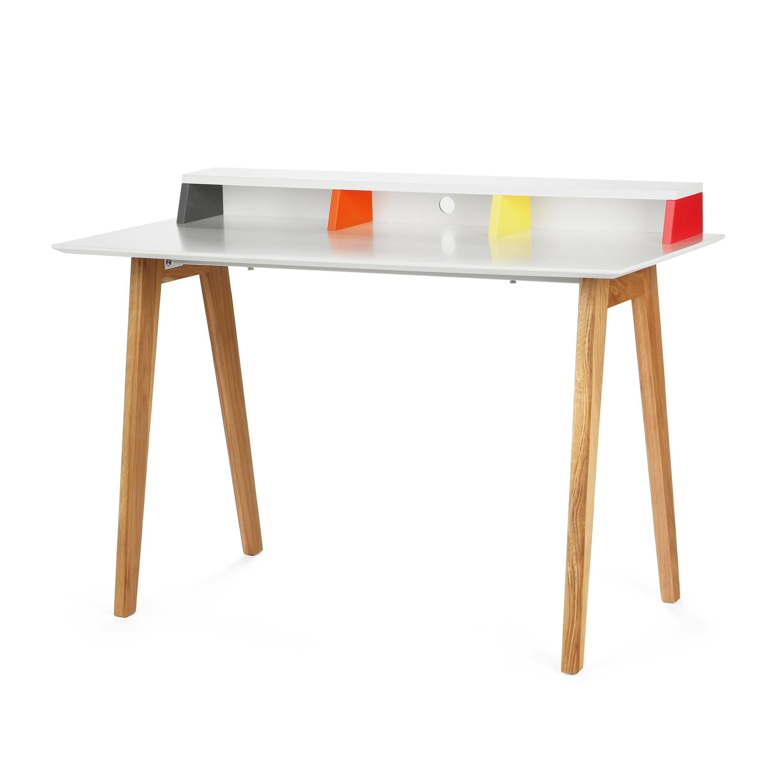 Письменный стол AstonРабочие столы<br>Дизайнерский письменный стол Aston (Эстон) со столешницей из МДФ на свтело-коричневых ножках от Cosmo (Космо).Скандинавский интерьер — практичный, в нем много света и свободного пространства. Мебель в светлых тонах как раз то, что является постоянной составляющей интерьеров в скандинавском стиле. Не менее важно, чтобы она изготавливалась из натуральных материалов. Как бы люди не увлекались созданием новых синтетических изделий, наиболее уютно им среди природы и натуральных материалов. Эйфория...<br><br>stock: 0<br>Высота: 76<br>Ширина: 60<br>Длина: 120<br>Цвет ножек: Светло-коричневый<br>Цвет столешницы: Белый<br>Материал ножек: Массив дуба<br>Тип материала столешницы: МДФ<br>Тип материала ножек: Дерево