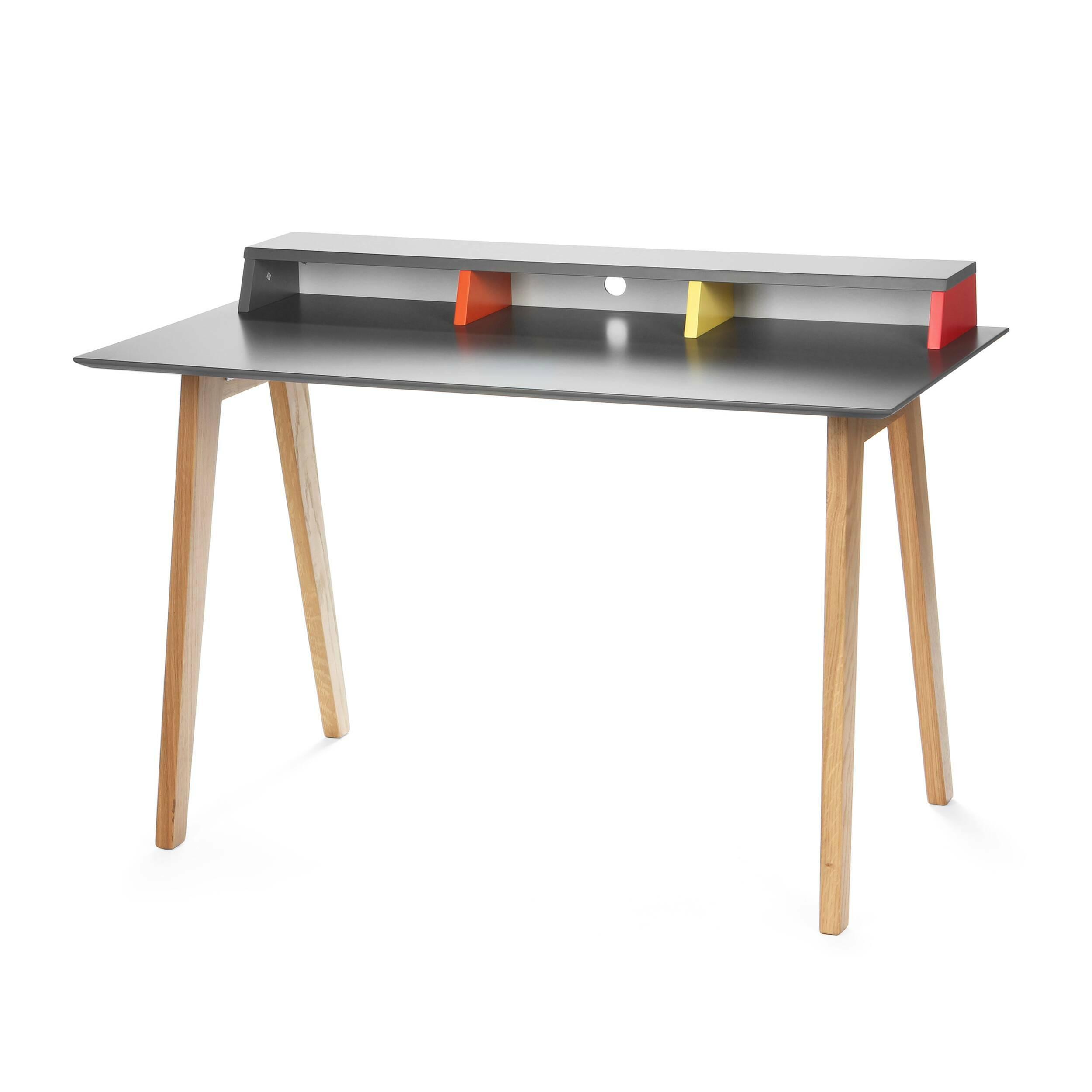 Письменный стол AstonРабочие столы<br>Дизайнерский письменный стол Aston (Эстон) со столешницей из МДФ на свтело-коричневых ножках от Cosmo (Космо).Скандинавский интерьер — практичный, в нем много света и свободного пространства. Мебель в светлых тонах как раз то, что является постоянной составляющей интерьеров в скандинавском стиле. Не менее важно, чтобы она изготавливалась из натуральных материалов. Как бы люди не увлекались созданием новых синтетических изделий, наиболее уютно им среди природы и натуральных материалов. Эйфория...<br><br>stock: 0<br>Высота: 76<br>Ширина: 60<br>Длина: 120<br>Цвет ножек: Светло-коричневый<br>Цвет столешницы: Холодный серый<br>Материал ножек: Массив дуба<br>Тип материала столешницы: МДФ<br>Тип материала ножек: Дерево