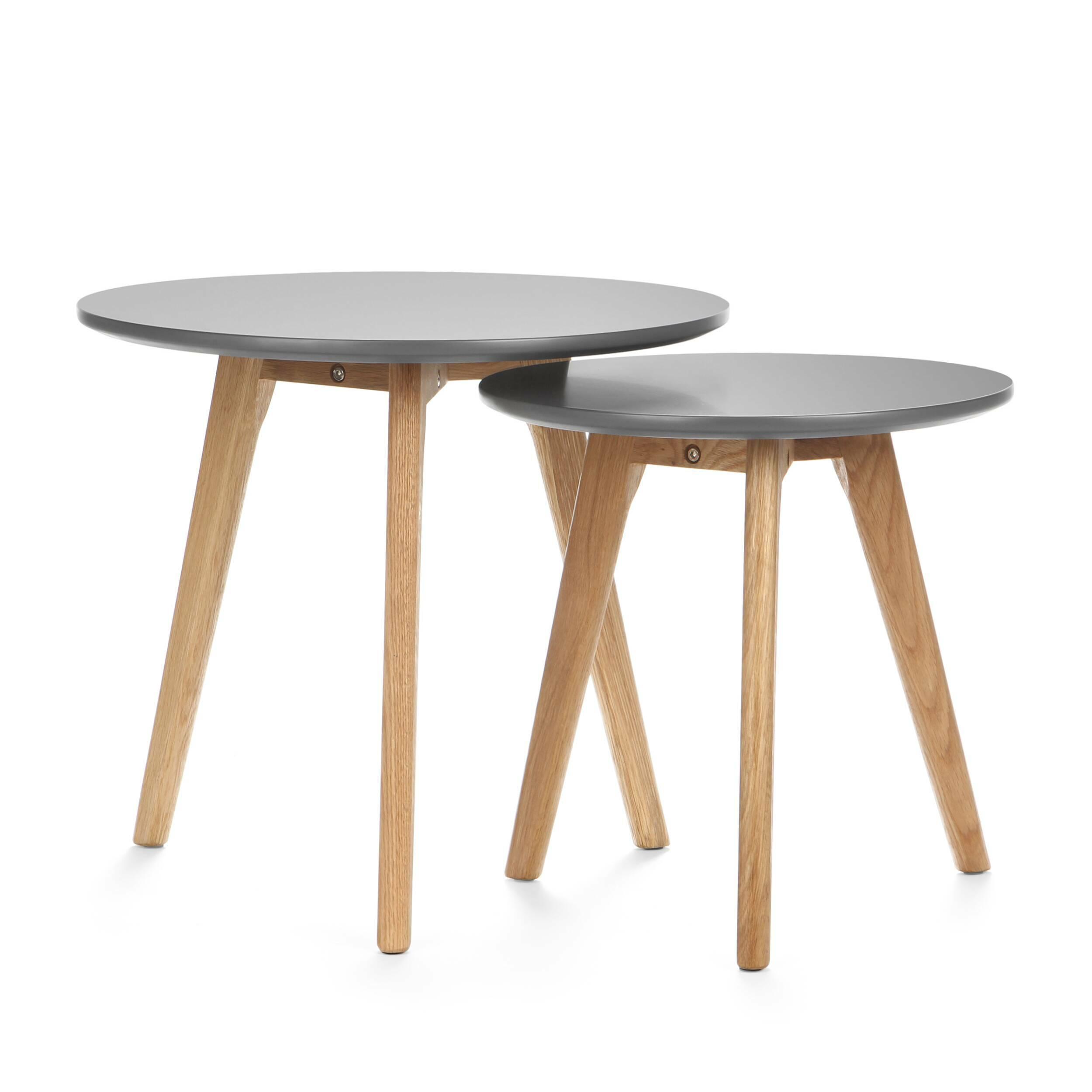 Набор кофейных столов DaisyКофейные столики<br>Дизайнерский небольшой кофейный стол Daisy (Дэйзи) с двумя столешницами на деревянных ножках от Cosmo (Космо).<br><br><br> Многим из нас привычно видеть в жилых домах столы-книжки, и едва ли можно представить гостиную нулевых без нее. Он был компактным решением для трапез в больших семьях. Но время идет, и тренды в дизайне интерьера неизбежно меняются. <br><br><br> Компания Cosmo представляет набор оригинальных кофейных столов Dasie. Это отличное решение для тех, кто любит гостей или просмотр ТВ с по...<br><br>stock: 30<br>Высота: 45; 40<br>Диаметр: 50; 40<br>Цвет ножек: Американский белый дуб<br>Цвет столешницы: Серый<br>Материал ножек: Массив дуба<br>Тип материала столешницы: МДФ<br>Тип материала ножек: Дерево