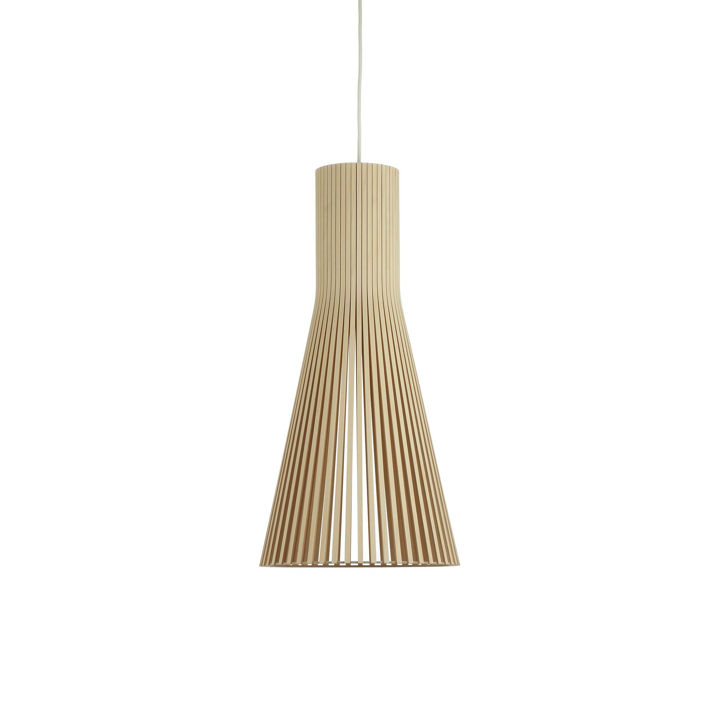 Подвесной светильник Secto 4200Подвесные<br>Компания Secto Design является финским производителем дизайнерских светильников из дерева, обретающих всемирную известность. Изготавливаемые вручную высококвалифицированными специалистами из натуральной древесины березы, они наделены простотой и четкостью скандинавского стиля. Торшеры, подвесные светильники и настенные бра, а также настольные лампы обеспечивают мягкое свечение и придают атмосферность любому помещению.<br><br><br> Подвесной светильник Secto 4200 придумал и разработал финский диз...<br><br>stock: 0<br>Высота: 60<br>Диаметр: 30<br>Количество ламп: 1<br>Материал арматуры: Береза<br>Мощность лампы: 40<br>Ламп в комплекте: Нет<br>Напряжение: 220<br>Теплота света: 3000<br>Тип лампы/цоколь: E27<br>Цвет арматуры: Натуральный