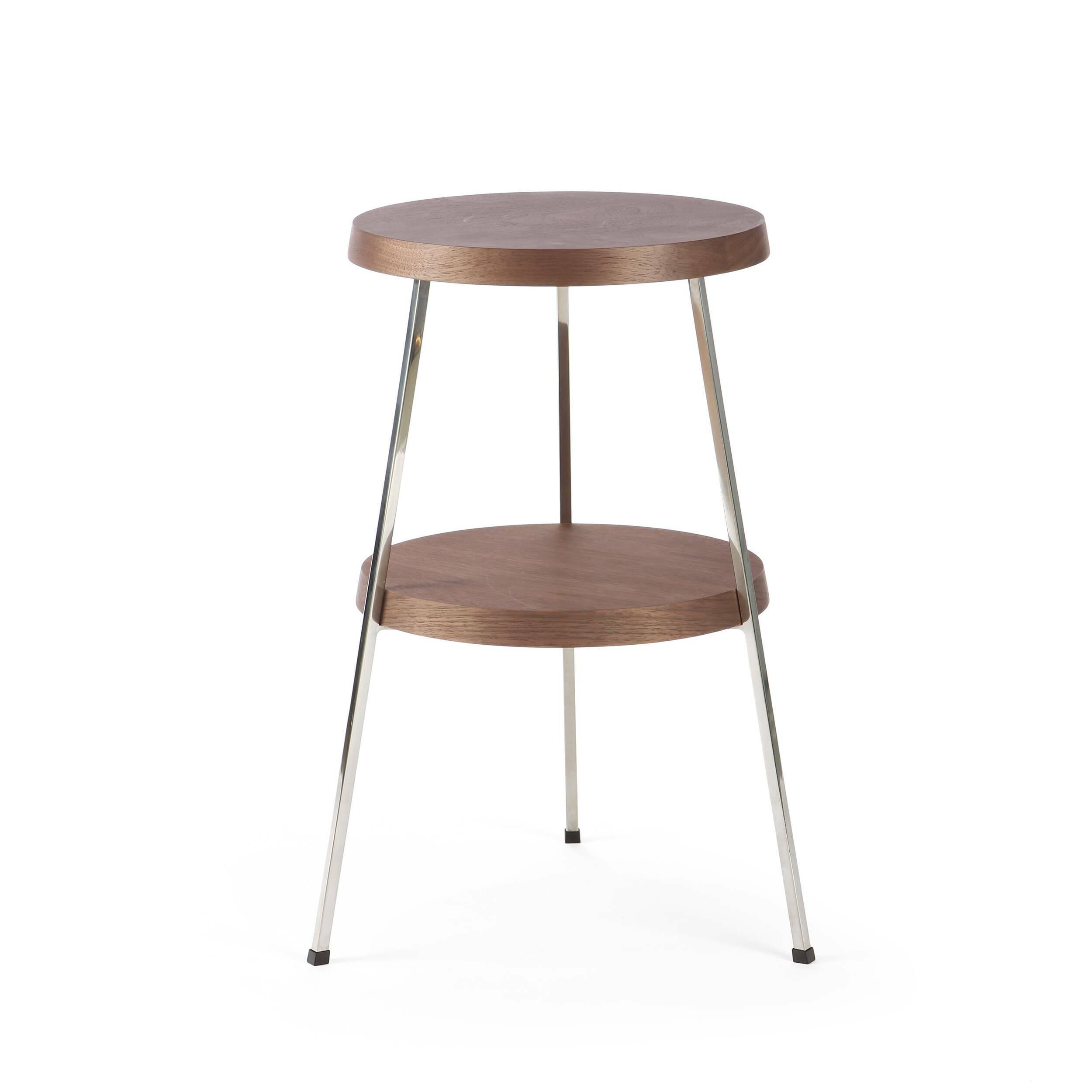 Кофейный стол Two TopКофейные столики<br>Кофейный стол — необязательный, но весьма желательный предмет мебели, который поможет дополнить или завершить интерьер любой гостиной комнаты. Он оказывает большое влияние на атмосферу помещения, дополняя его своей функциональностью и удобством. <br><br><br> Кофейный стол Two Top, разработанный американским дизайнером Шоном Диксом, имеет необычный дизайн и удивительно удобен в использовании за счет своих двух поверхностей. Мебель Шона Дикса минималистична и интеллектуальна, прекрасно обработана...<br><br>stock: 0<br>Высота: 53,5<br>Диаметр: 30<br>Цвет ножек: Хром<br>Цвет столешницы: Орех американский<br>Материал столешницы: Фанера, шпон ореха<br>Тип материала столешницы: Фанера<br>Тип материала ножек: Сталь нержавеющая