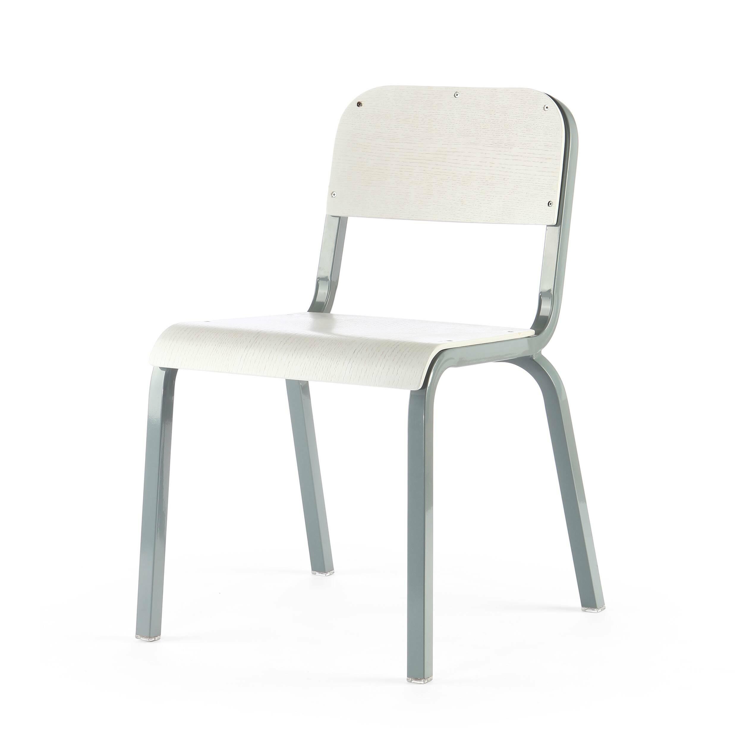 Стул TorsoИнтерьерные<br>Дизайнерский однотонный стул Torso (Торсо) на стальном каркасе с деревянными сиденьем и спинкой от Cosmo (Космо).<br>Стул Torso — классический компонент офисного интерьера. Это штабелируемый стул, лаконичный по форме конструкции и цветовому исполнению. Отличный пример изделия, который впишется в любое рабочее пространство, будь то офис креативной фотостудии или отдел бухгалтерии. <br> <br> Поскольку данная оригинальная модель штабелируется, актуально приобретать сразу несколько штук. Их можно легко...<br><br>stock: 22<br>Высота: 80<br>Высота сиденья: 45<br>Ширина: 54,5<br>Глубина: 56<br>Тип материала каркаса: Сталь<br>Материал сидения: Фанера, шпон дуба<br>Цвет сидения: Белый<br>Тип материала сидения: Дерево<br>Цвет каркаса: Серый