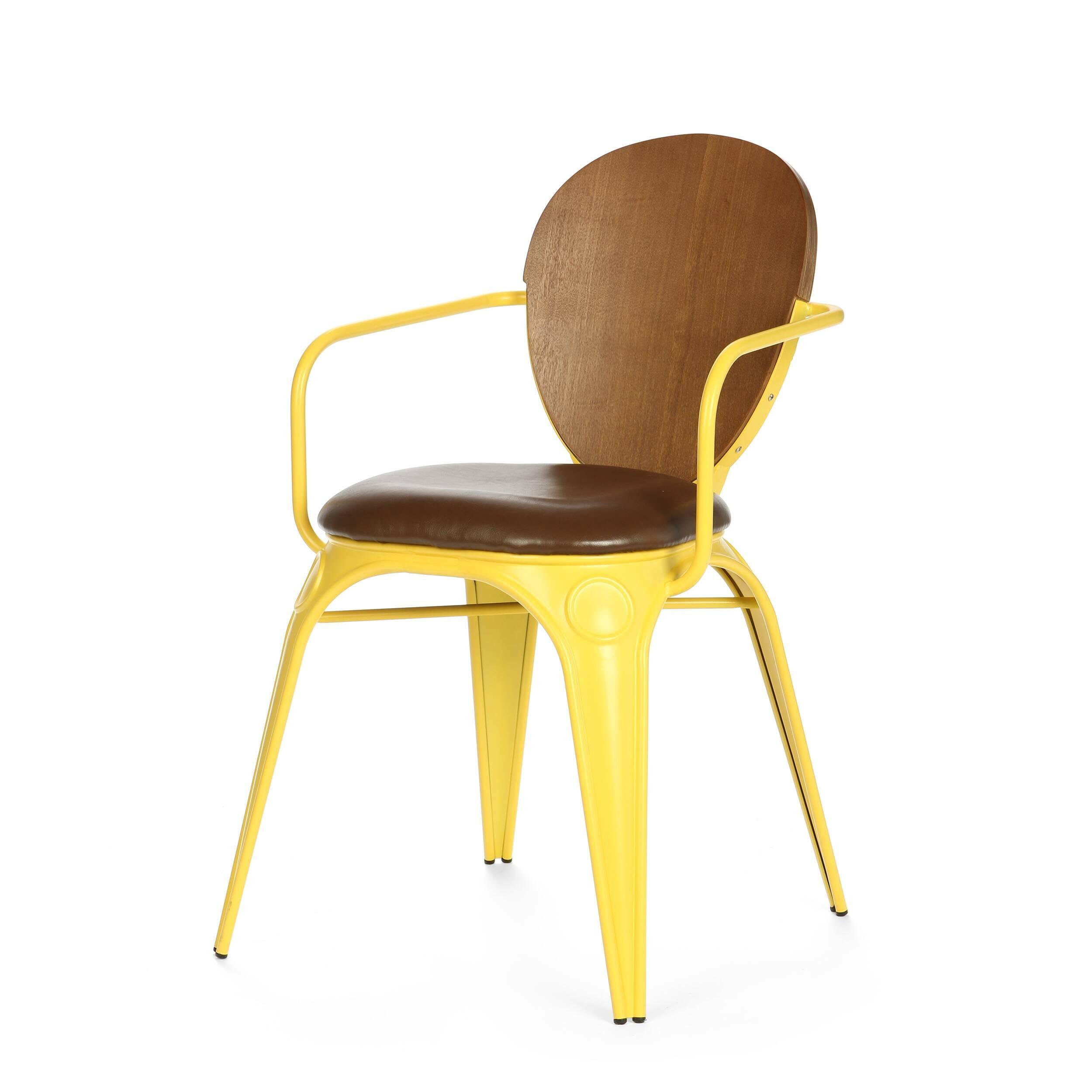 Стул Louix с подушкойИнтерьерные<br>Дизайнерский стул Louix (Луи) из стали с кожаным сиденьем и деревянной спинкой от Cosmo (Космо).<br><br>     Дизайнер Александр Аразола виртуозно соединил практичность и эстетику. Его творения не просто стильные, они имеют свой характер, свое настроение. Легкость и простота присутствуют и в этом стуле.<br><br><br>     Светлый и оригинальный, прочный и надежный, стул Louix с подушкой спроектирован в чистом французском стиле, на стыке индустриальной техники, популярной во Франции в 20-х годах ХХ века, и ...<br><br>stock: 0<br>Высота: 83.5<br>Высота сиденья: 46<br>Ширина: 60<br>Глубина: 52<br>Цвет спинки: Коричневый<br>Материал спинки: Фанера, шпон ивы<br>Тип материала каркаса: Сталь<br>Материал сидения: Полиуретан<br>Цвет сидения: Темно-коричневый<br>Тип материала спинки: Фанера<br>Тип материала сидения: Кожа искусственная<br>Цвет каркаса: Жёлтый матовый