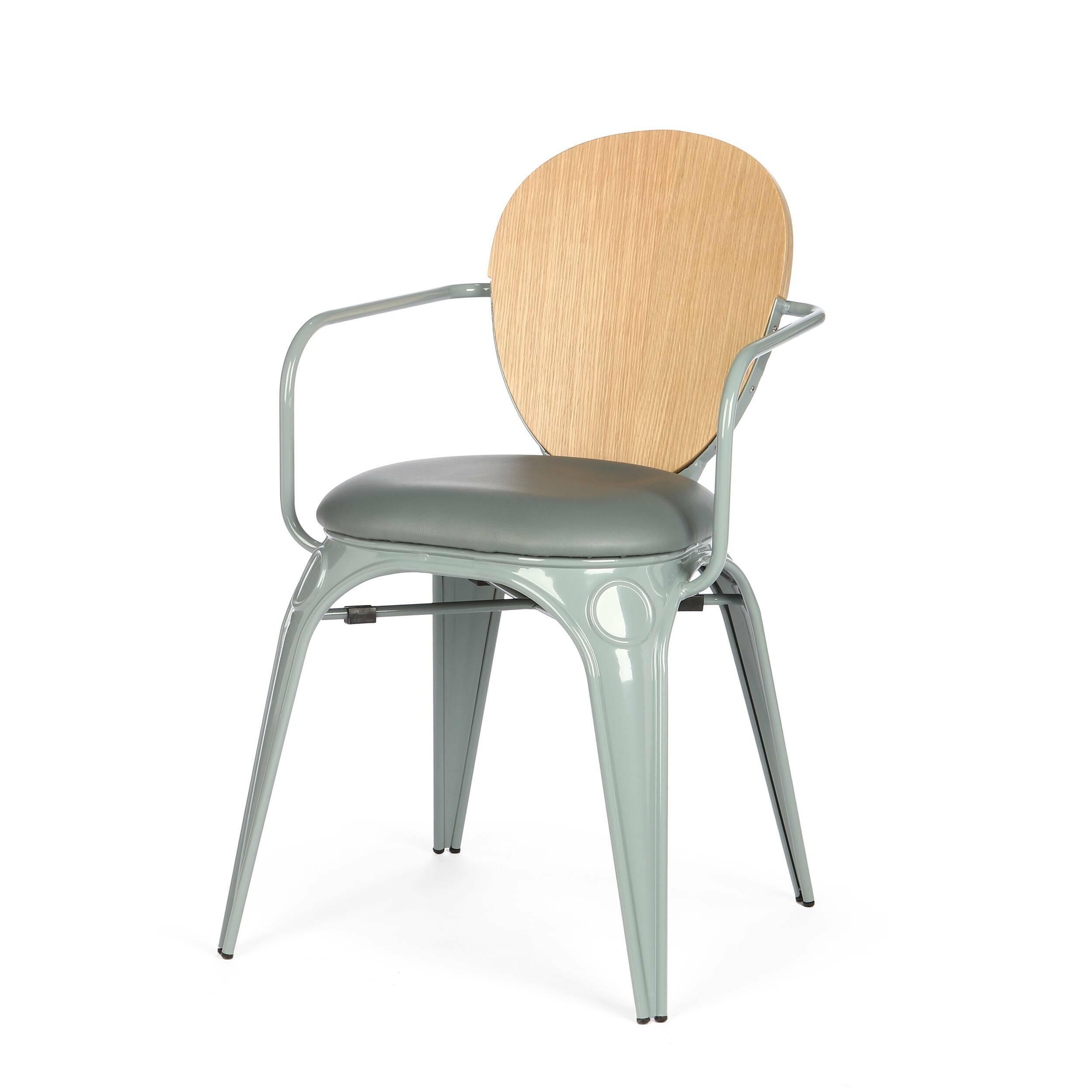 Стул Louix с подушкойИнтерьерные<br>Дизайнерский стул Louix (Луи) из стали с кожаным сиденьем и деревянной спинкой от Cosmo (Космо).<br><br>     Дизайнер Александр Аразола виртуозно соединил практичность и эстетику. Его творения не просто стильные, они имеют свой характер, свое настроение. Легкость и простота присутствуют и в этом стуле.<br><br><br>     Светлый и оригинальный, прочный и надежный, стул Louix с подушкой спроектирован в чистом французском стиле, на стыке индустриальной техники, популярной во Франции в 20-х годах ХХ века, и ...<br><br>stock: 0<br>Высота: 83.5<br>Высота сиденья: 46<br>Ширина: 60<br>Глубина: 52<br>Цвет спинки: Дуб<br>Материал спинки: Фанера, шпон дуба<br>Тип материала каркаса: Сталь<br>Материал сидения: Полиуретан<br>Цвет сидения: Серый<br>Тип материала спинки: Дерево<br>Тип материала сидения: Кожа искусственная<br>Цвет каркаса: Теплый серый