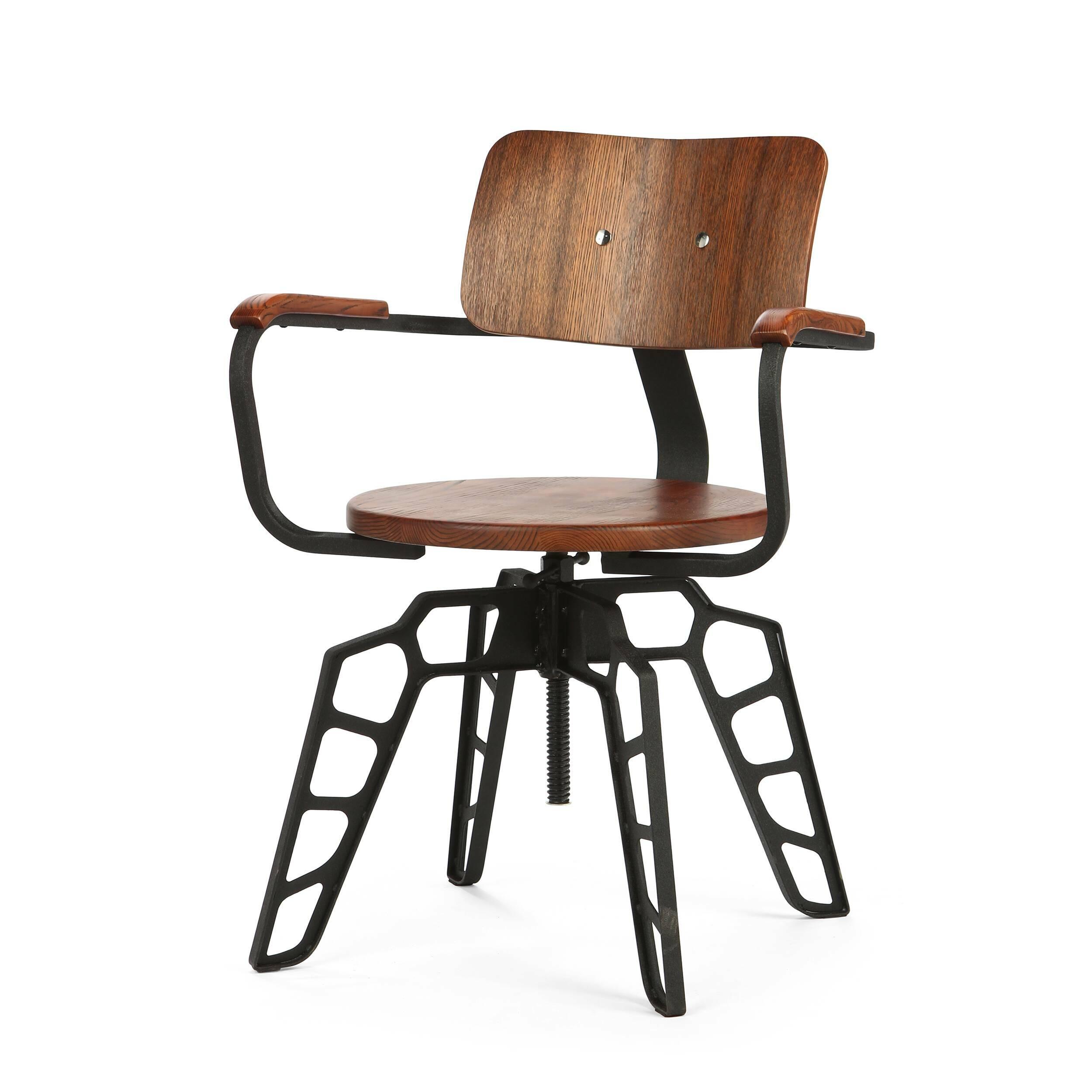 Стул BosИнтерьерные<br>Дизайнерский прочный стул Bos (Бос) на стальном каркасе с вставками из дерева от Cosmo (Космо).<br>Стул Bos — гибрид различных направлений в интерьере, который привнесет в дизайн вашей обеденной зоны или даже, может, бара изюминку. Совокупность деталей в индустриальном стиле, классические экоматериалы сделали стул необычным и беспрецедентным по идее дизайна.<br> <br> Необычной, но в то же время невероятно оригинальной и функциональной задумкой дизайнера является подъемный механизм сиденья. Благодар...<br><br>stock: 17<br>Высота: 84<br>Высота сиденья: 46.5-60<br>Ширина: 60<br>Глубина: 54<br>Цвет подлокотников: Темно-коричневый<br>Цвет спинки: Темно-коричневый<br>Материал спинки: Фанера, шпон ивы<br>Материал подлокотников: Массив ивы<br>Тип материала каркаса: Сталь<br>Материал сидения: Массив ивы<br>Цвет сидения: Темно-коричневый<br>Тип материала спинки: Дерево<br>Тип материала сидения: Дерево<br>Цвет каркаса: Черный