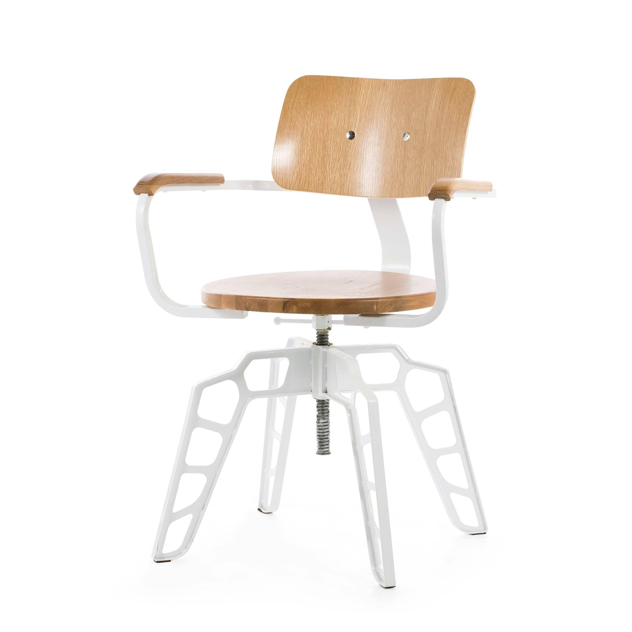 Стул BosИнтерьерные<br>Дизайнерский прочный стул Bos (Бос) на стальном каркасе с вставками из дерева от Cosmo (Космо).<br>Стул Bos — гибрид различных направлений в интерьере, который привнесет в дизайн вашей обеденной зоны или даже, может, бара изюминку. Совокупность деталей в индустриальном стиле, классические экоматериалы сделали стул необычным и беспрецедентным по идее дизайна.<br> <br> Необычной, но в то же время невероятно оригинальной и функциональной задумкой дизайнера является подъемный механизм сиденья. Благодар...<br><br>stock: 25<br>Высота: 84<br>Высота сиденья: 46.5-60<br>Ширина: 60<br>Глубина: 54<br>Цвет спинки: Дуб<br>Материал спинки: Фанера, шпон дуба<br>Тип материала каркаса: Сталь<br>Материал сидения: Массив дуба<br>Цвет сидения: Дуб<br>Тип материала спинки: Дерево<br>Тип материала сидения: Дерево<br>Цвет каркаса: Белый