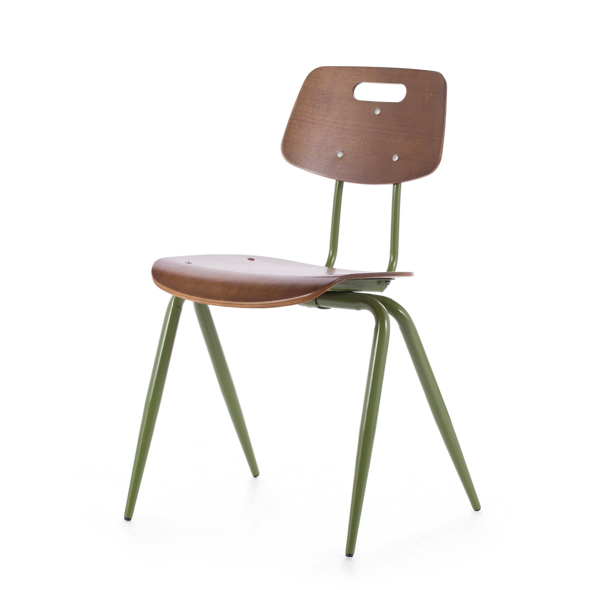 Стул WireИнтерьерные<br>Стул Wire — это вариация на тему классических ученических стульев. Однако в его дизайне присутствуют традиционные черты индустриального стиля. Форма изделия, а также цвет ножек являются прямой к тому отсылкой. <br> <br> Стул можно использовать как в учебных аудиториях, так и в интерьере баров в стиле лофт — надежная конструкция с прочным сиденьем непременно выдержит нагрузку большого потока посетителей.<br><br>stock: 0<br>Высота: 81<br>Высота сиденья: 45<br>Ширина: 56<br>Глубина: 51<br>Тип материала каркаса: Сталь<br>Материал сидения: Фанера, шпон ореха<br>Цвет сидения: Орех<br>Тип материала сидения: Дерево<br>Цвет каркаса: Зеленый
