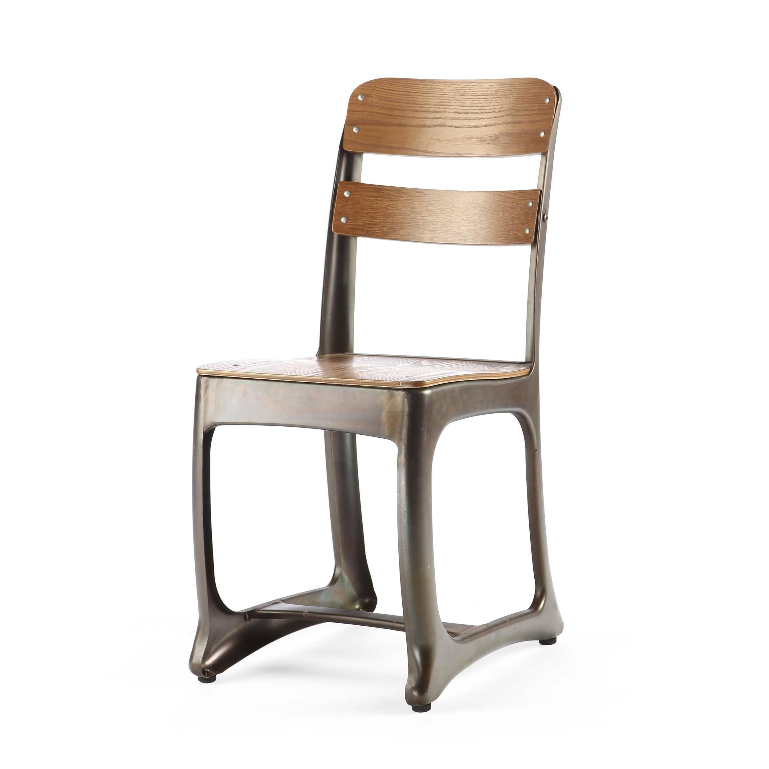 Стул OctoИнтерьерные<br>Дизайнерский стул Octo (Окто) на стальном каркасе цвета кофейной ржавчины с деревянным сиденьем и спинкой от Cosmo (Космо).<br>Если взглянуть на стул Octo, довольно сложно будет понять, в чем же именно заключается необычность его дизайна. Все материалы, из которых он изготовлен, формы отдельных деталей вполне привычны. Однако не признать, что в его силуэте есть особая изюминка, просто невозможно. Неординарность его дизайна составляют ножки, форма которых имеет отголоски не только индустриальног...<br><br>stock: 32<br>Высота: 83<br>Ширина: 51.5<br>Глубина: 39<br>Тип материала каркаса: Сталь<br>Материал сидения: Фанера, шпон ивы<br>Цвет сидения: Коричневый<br>Тип материала сидения: Дерево<br>Цвет каркаса: Ржавчина кофейная