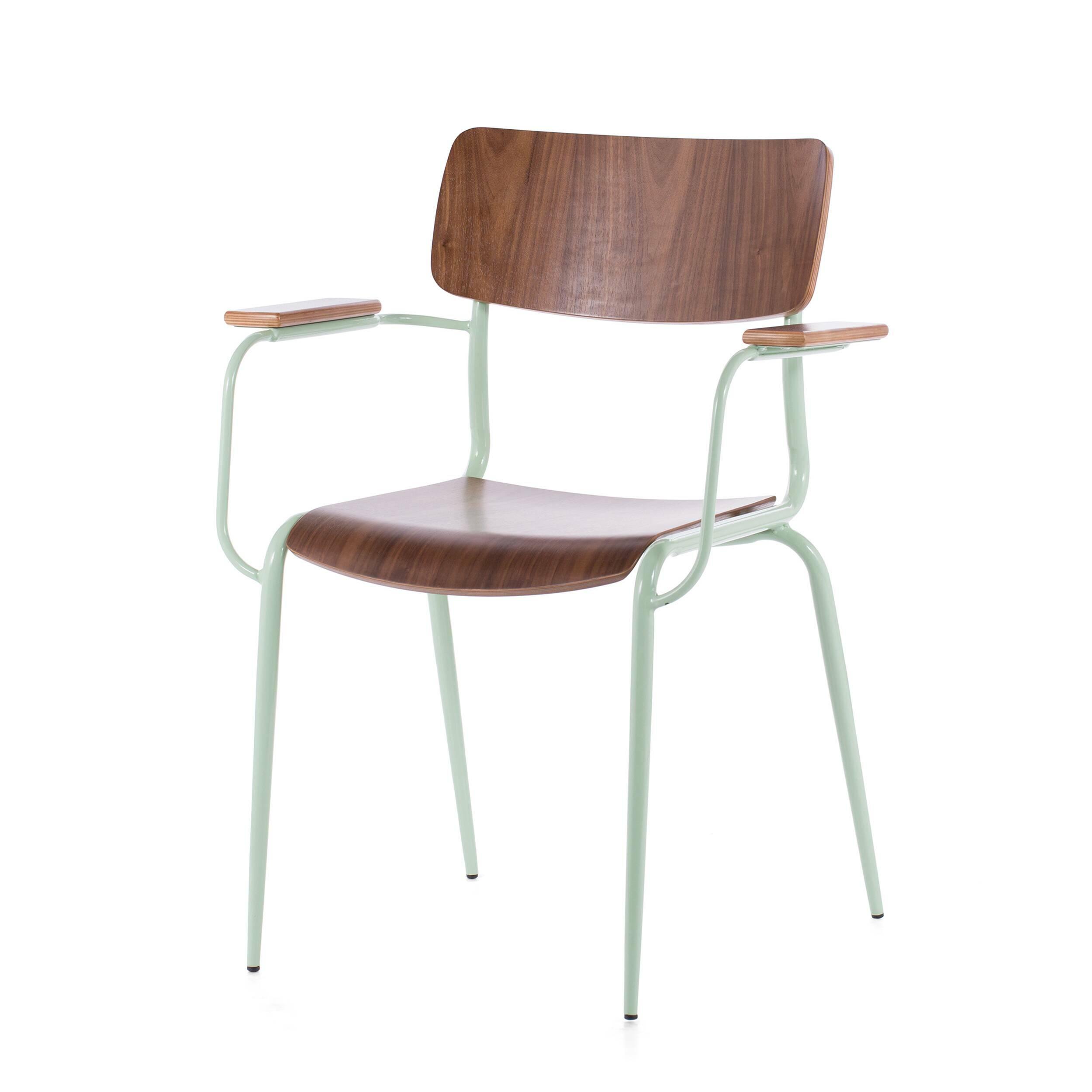 Стул Mies с подлокотникамиИнтерьерные<br>Дизайнерский легий стул Mies с подлокотниками из стали и дерева от Cosmo (Космо).<br>Стулья Mies от компании Cosmo — это две модели, отличающиеся наличием подлокотников. Таким образом, вы можете подобрать наиболее подходящую под ваши цели мебель для сидения — обеденную, а возможно, и рабочую или интерьерную. <br> <br> Оригинальный стул Mies с подлокотниками — это удобный и вполне классический предмет интерьера в скандинавском стиле. Текстура натуральной древесины гармонично смотрится с пастельным ц...<br><br>stock: 0<br>Высота: 83<br>Ширина: 62<br>Глубина: 55<br>Тип материала каркаса: Сталь<br>Материал сидения: Фанера, шпон ореха<br>Цвет сидения: Орех<br>Тип материала сидения: Дерево<br>Цвет каркаса: Светло-зеленый